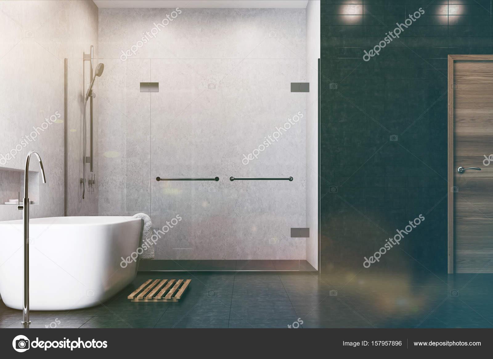 Zwarte Tegels Badkamer : Witte badkamer zwarte tegels douchezijde toned u stockfoto