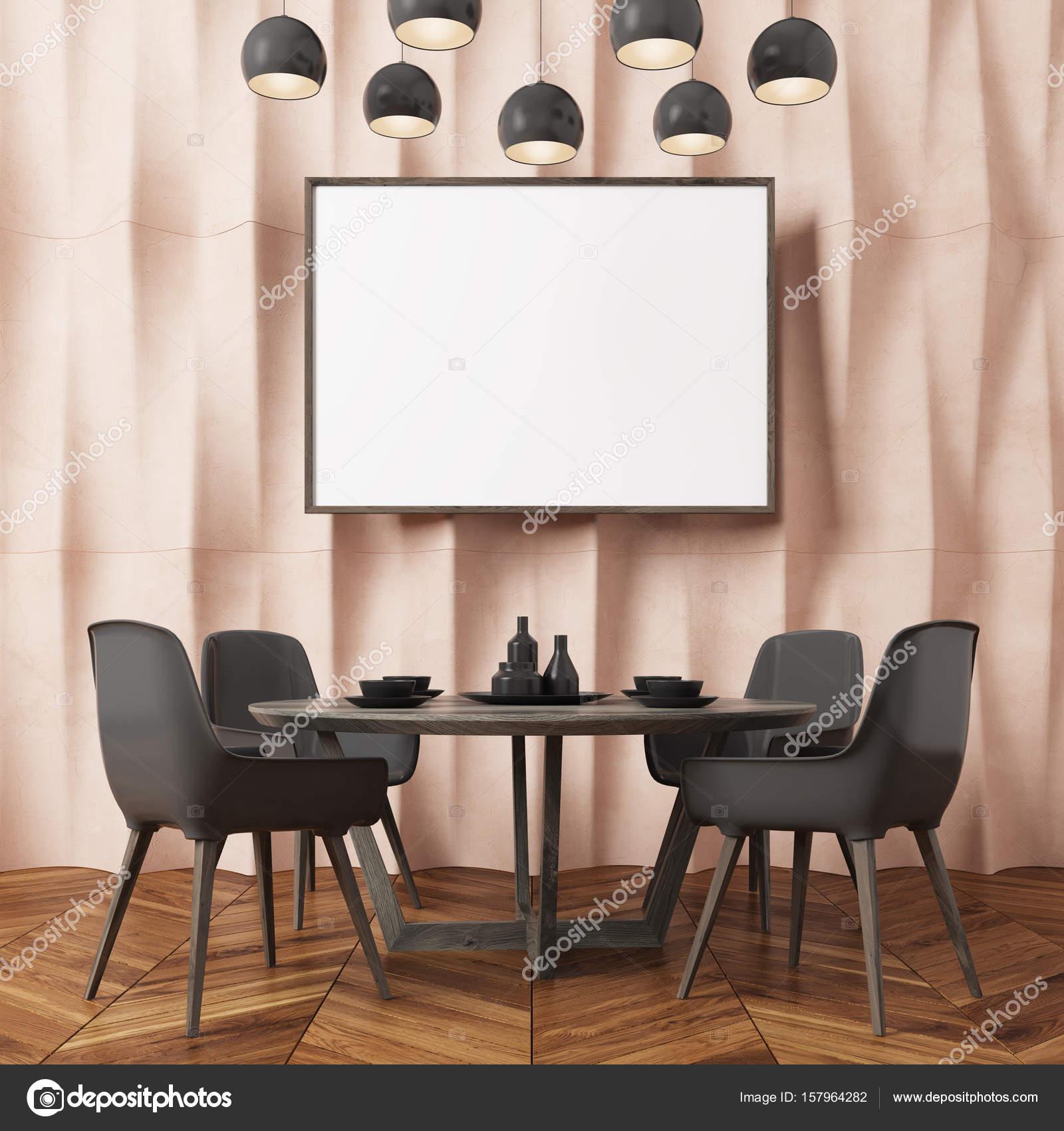 Stühle An Die Wand Hängen beige strukturierte wand schwarze esszimmerstühle stockfoto
