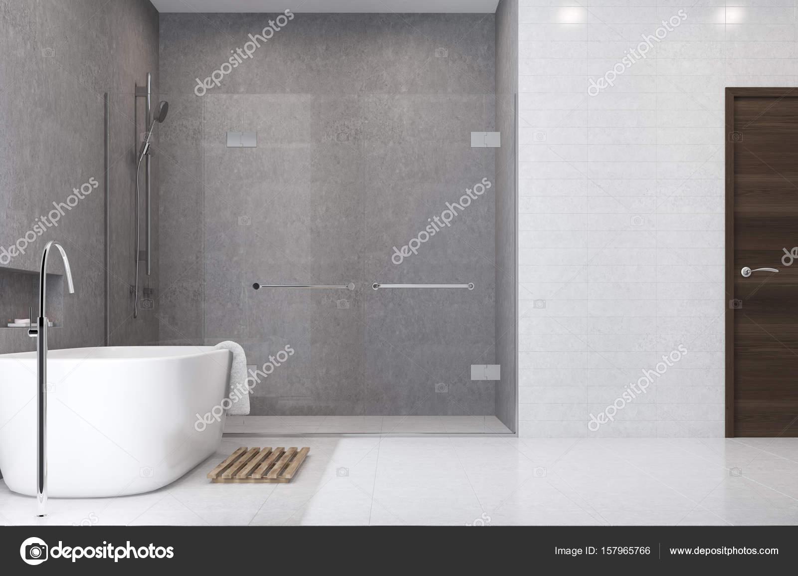 azulejos de bao gris blanco lado de la ducha u imagen de stock