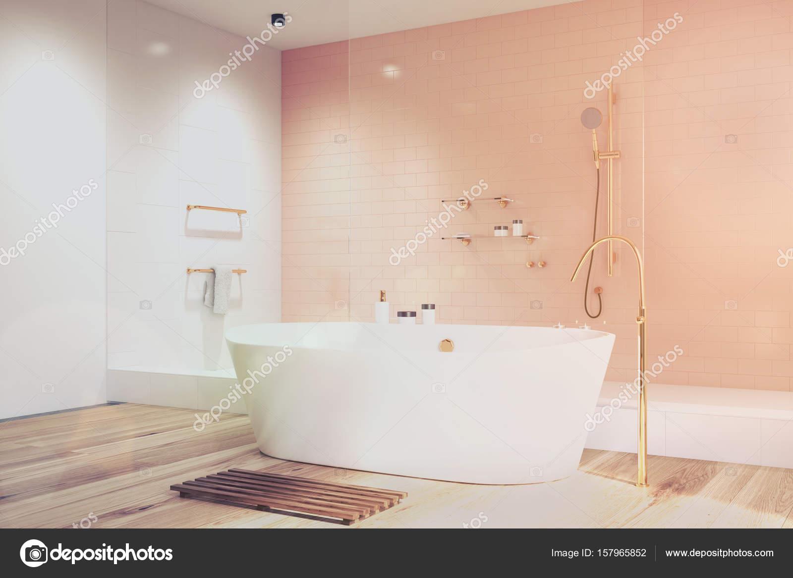 Roze badkamer met witte tegels kant toned — Stockfoto ...