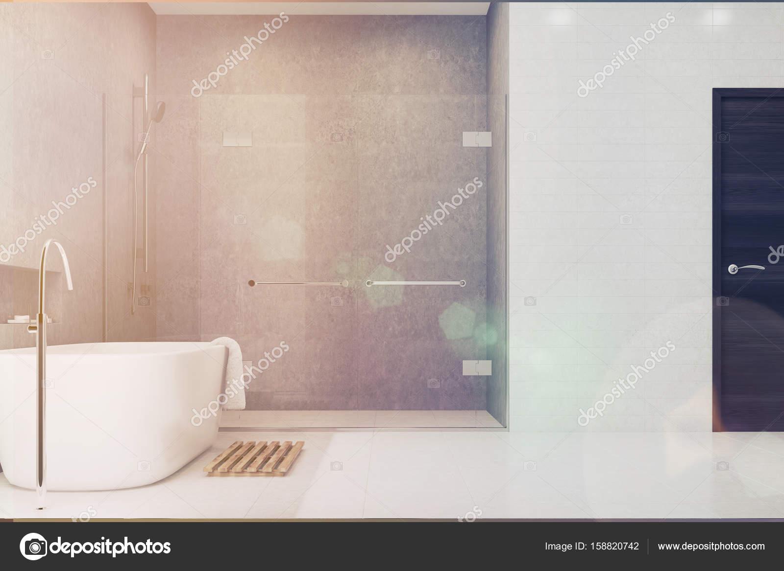 Grijze badkamer witte tegels douchezijde toned u stockfoto