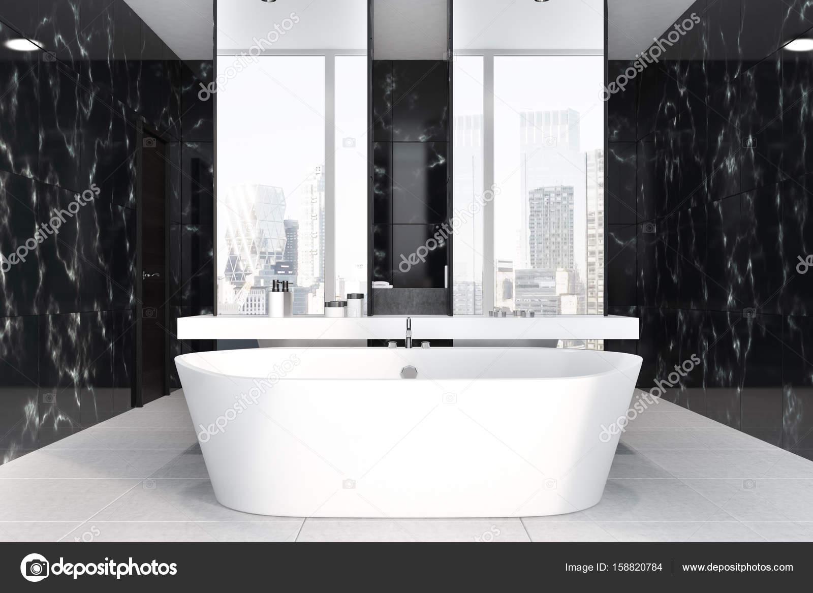 Zwarte marmeren badkamer dubbele wastafel u stockfoto