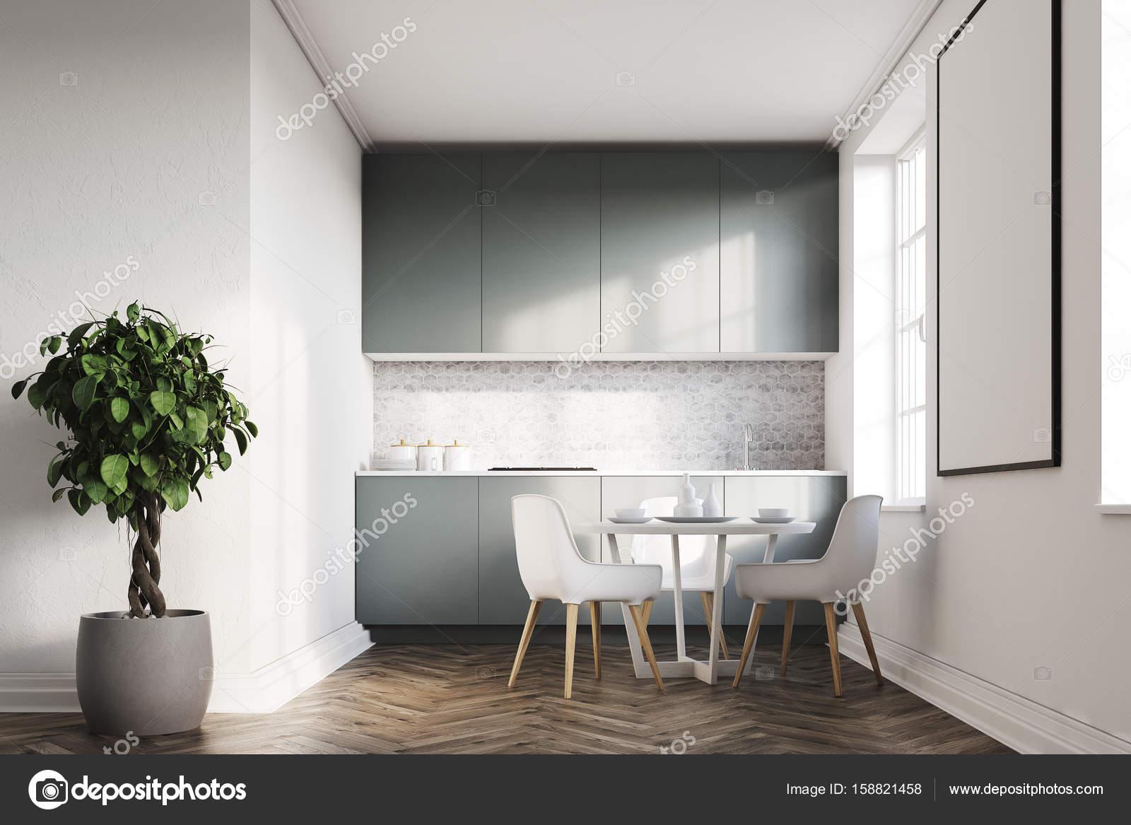 Weiße Küche, graue Arbeitsplatten-Seitenansicht — Stockfoto ...