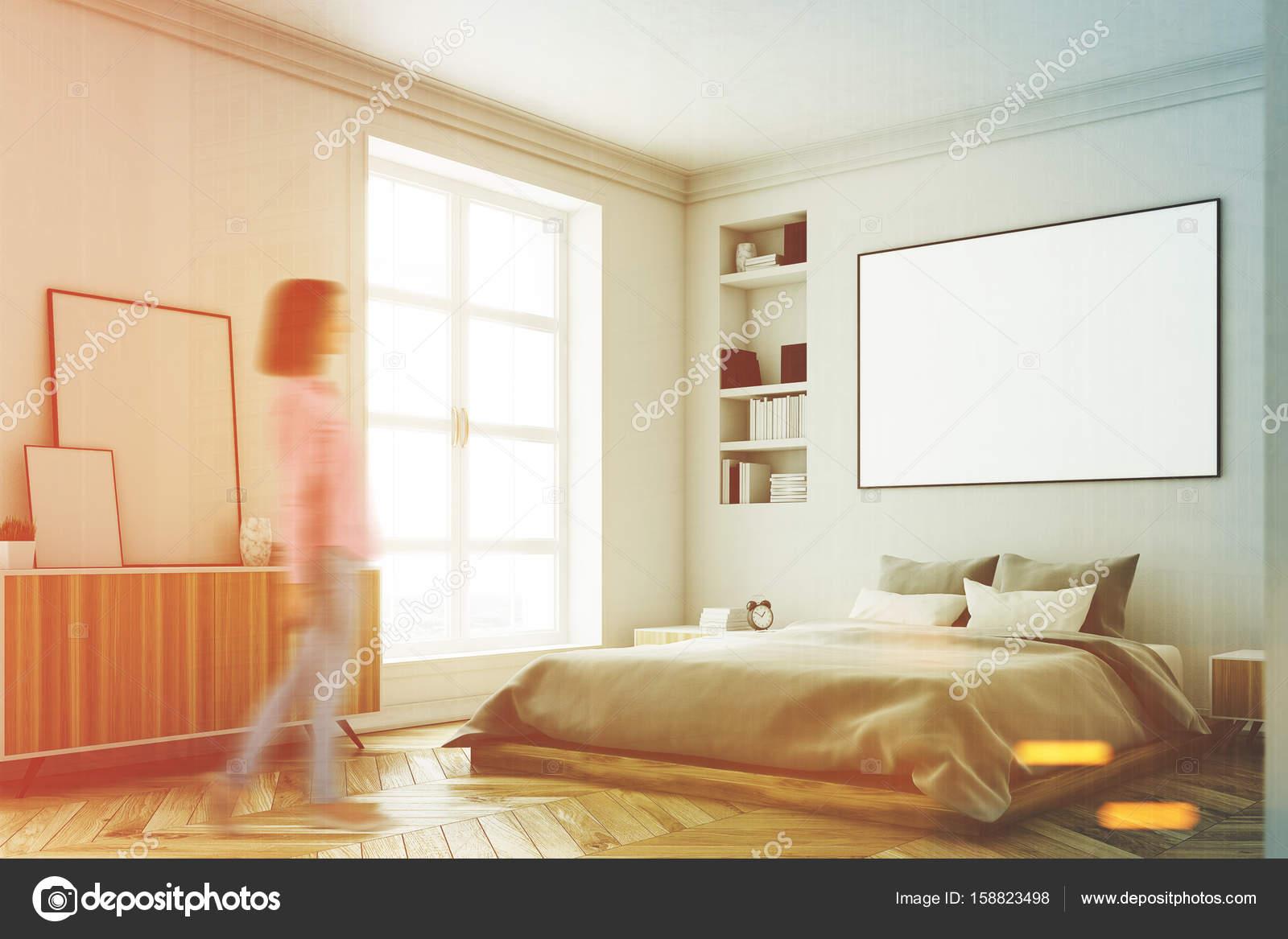 Weiße Schlafzimmer Innenraum, Frau, Ecke — Stockfoto ...