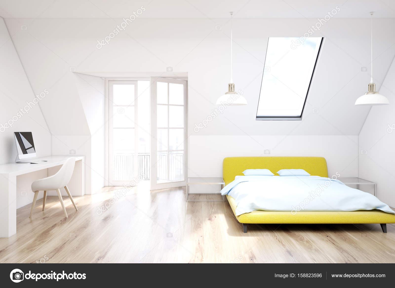Slaapkamer Houten Vloer : Witte houten vloer zolder slaapkamer geel u stockfoto