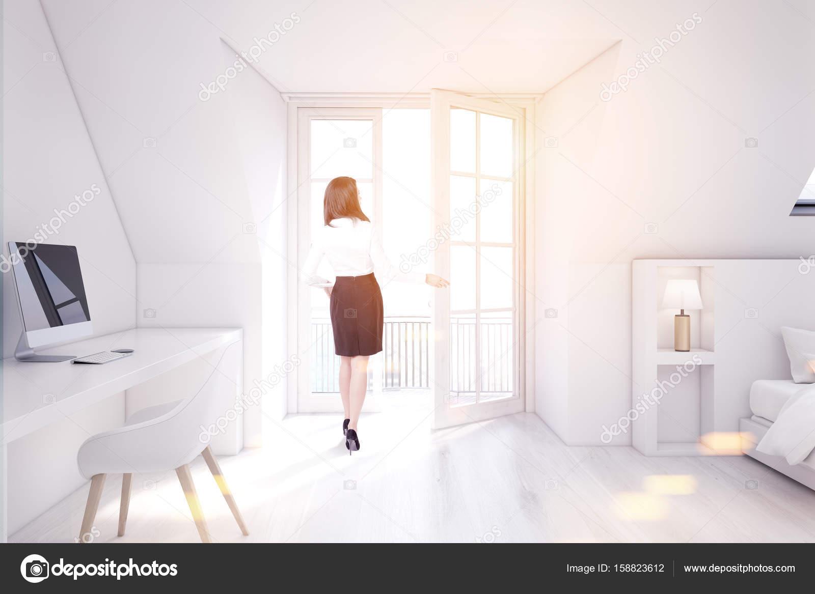 Blanc chambre grenier bureau à domicile fille u photographie