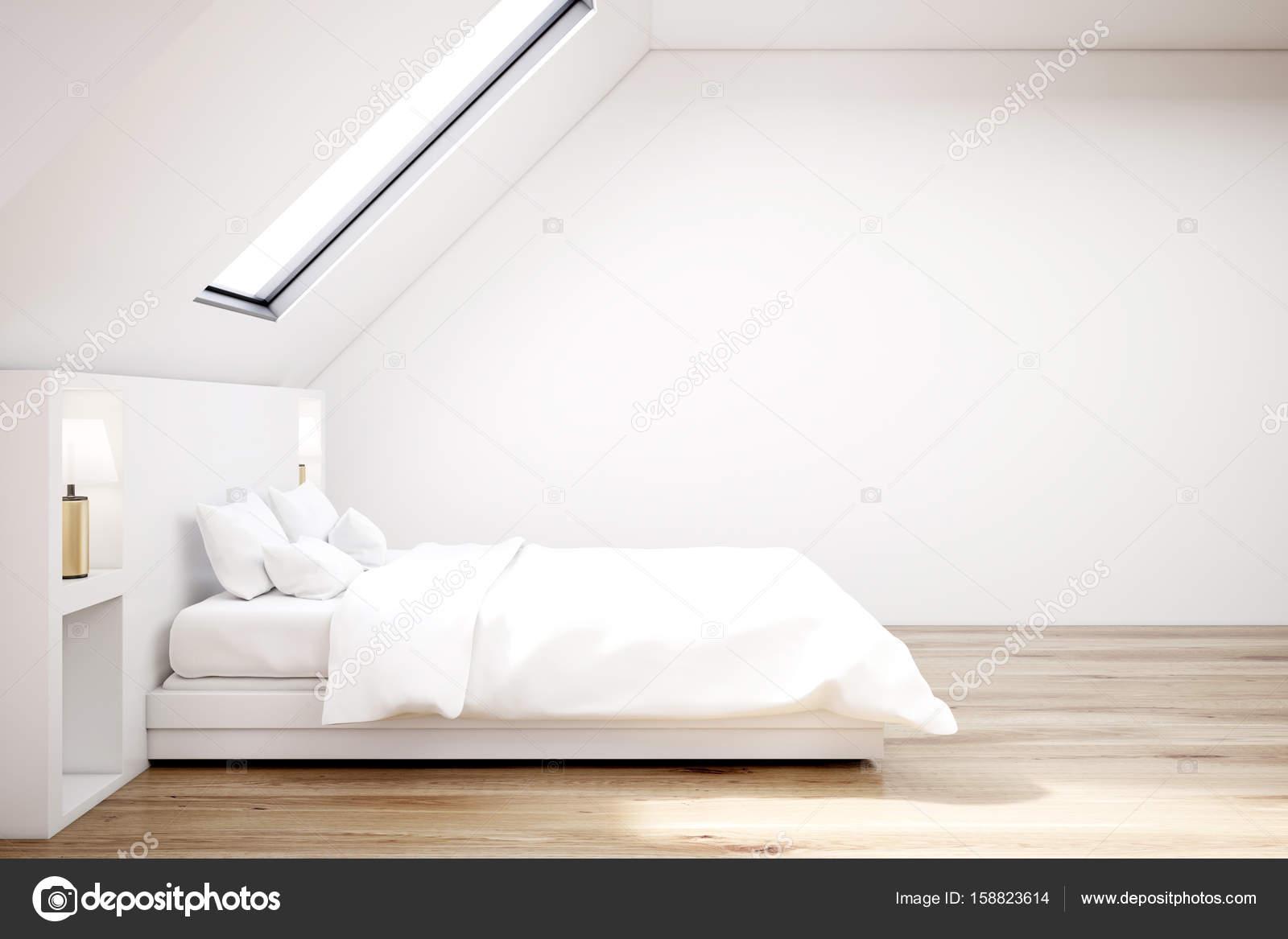 Witte zolder slaapkamer, houten vloer, kant — Stockfoto ...