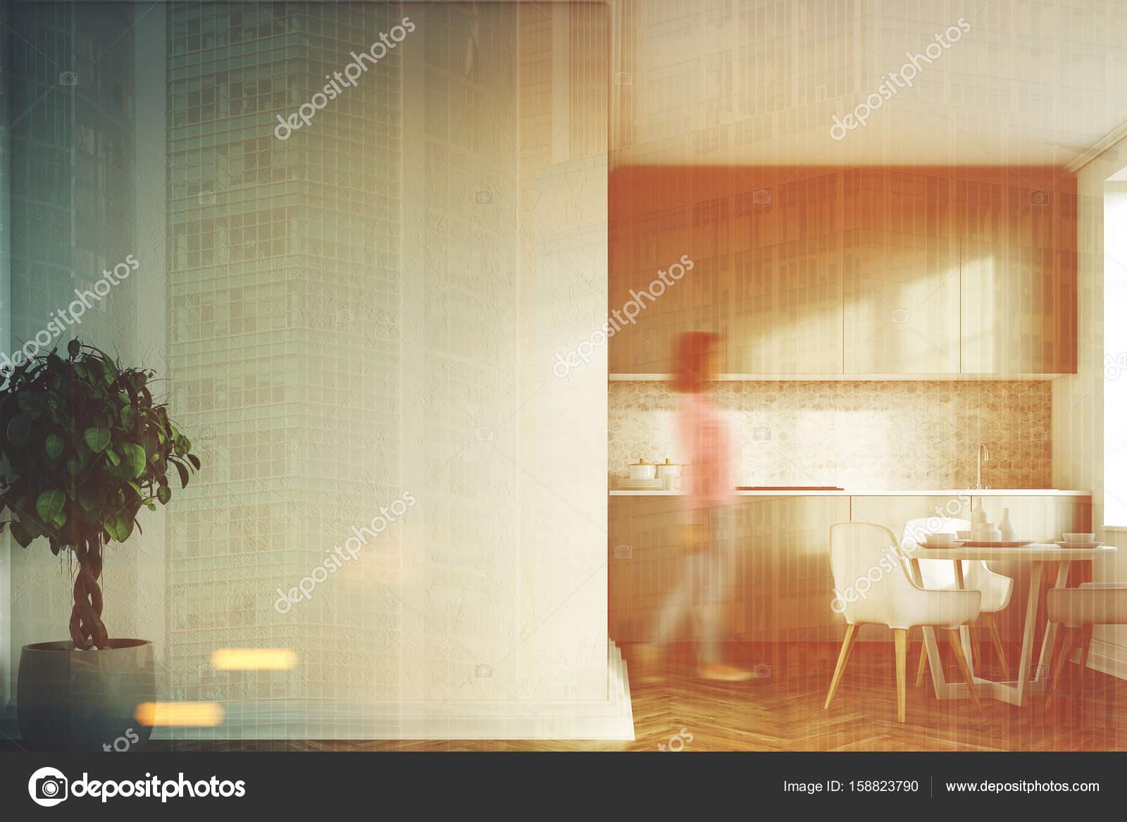 Biała Kuchnia Szary Blaty Przednia Dziewczyna Zdjęcie