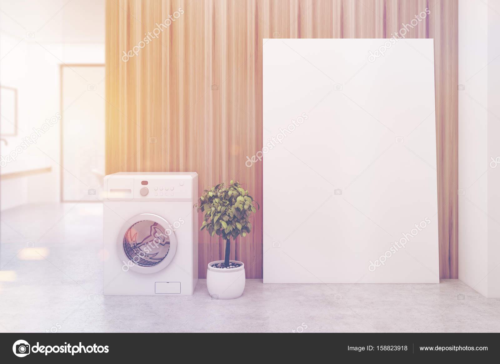 Houten muur badkamer wasmachine toned u stockfoto
