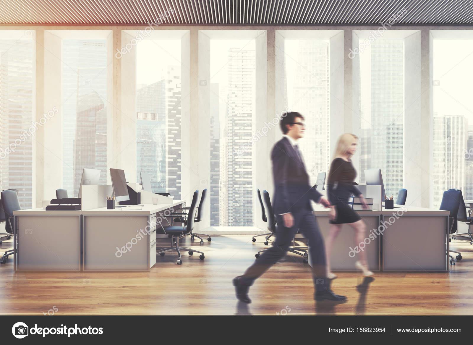 Ufficio Open Space Yoga : Luogo di lavoro in un ufficio open space persone u2014 foto stock
