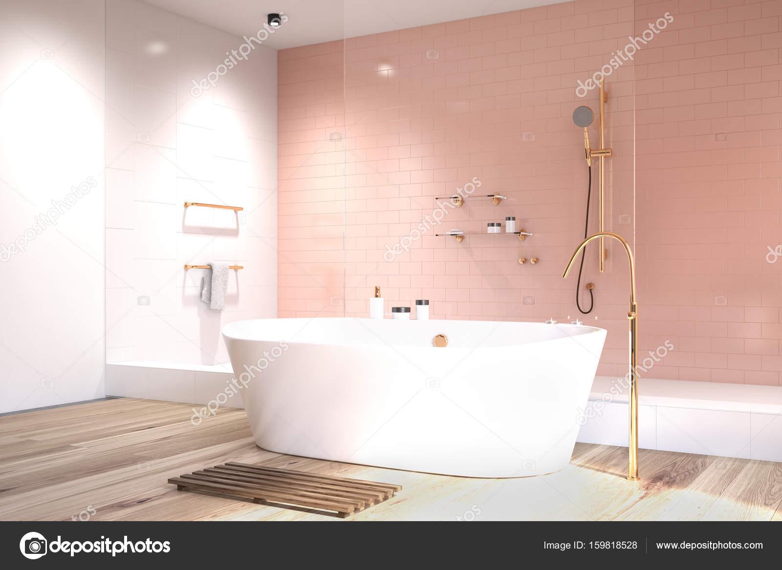 Bagno rosa con lato di piastrelle bianche foto stock - Piastrelle rosa bagno ...