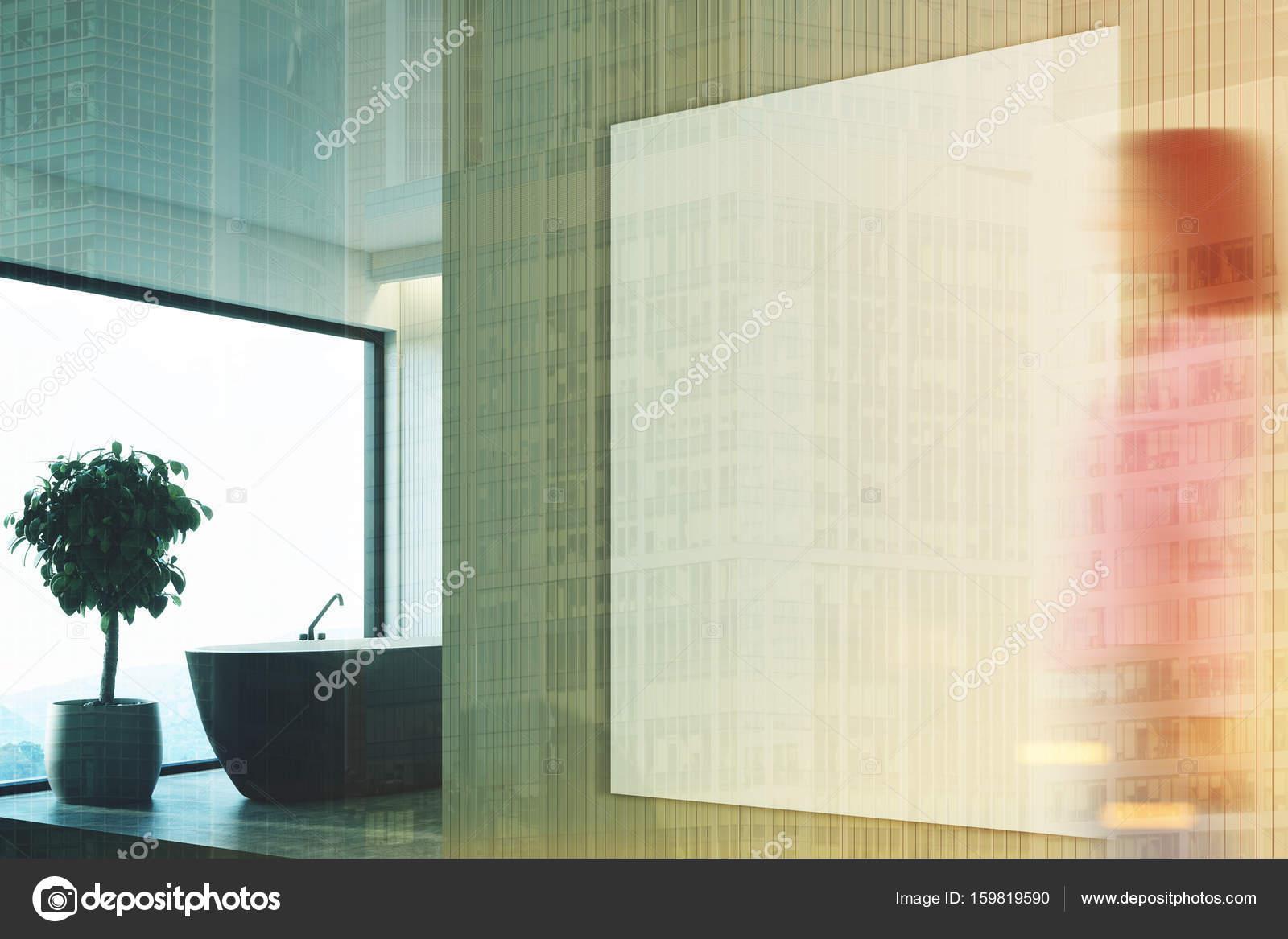 Salle de bain beige, noir bain, côté tonifiée — Photographie ...