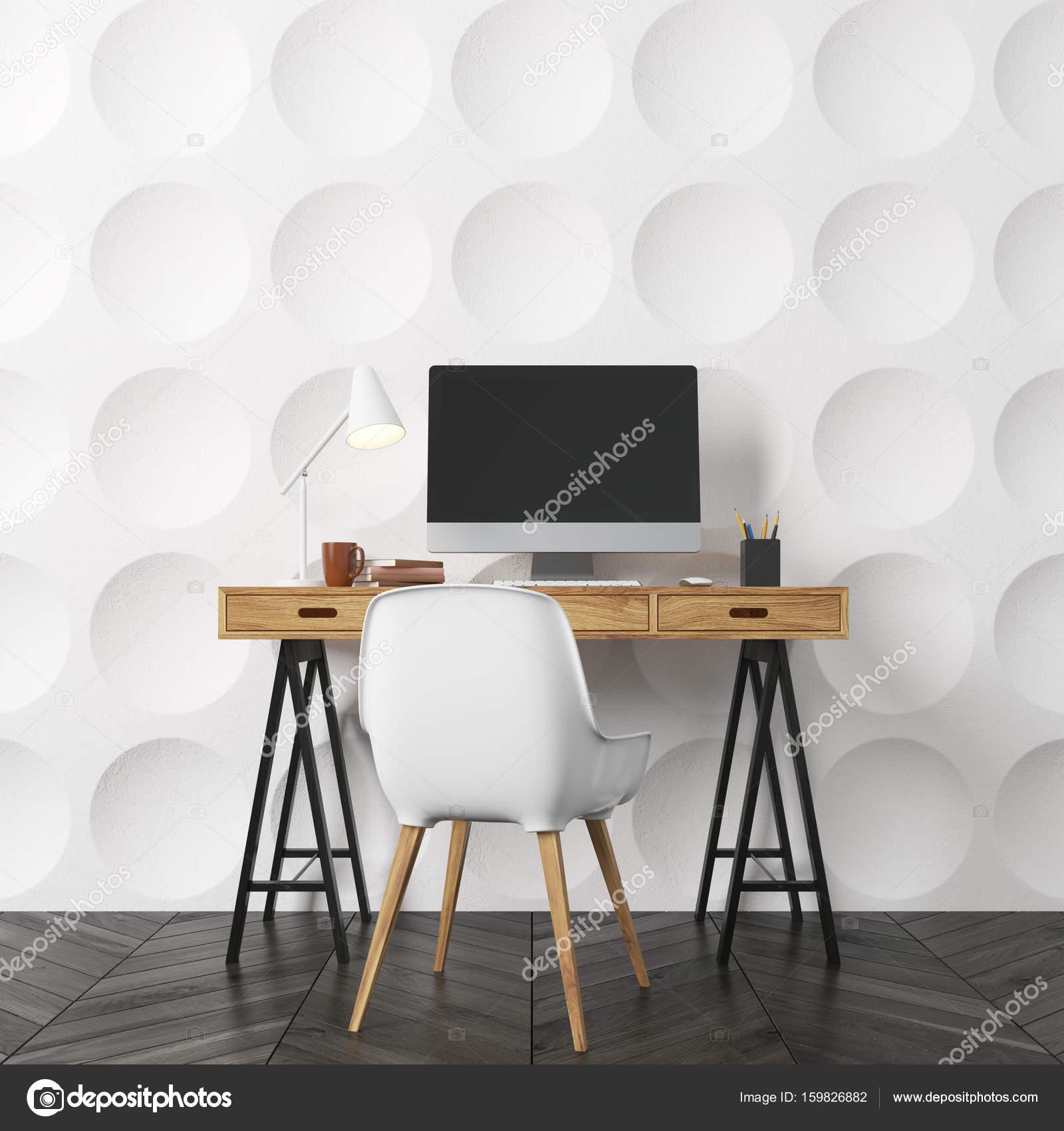 Leeren Raum Interieur Mit Weißer Kreis Muster Wände Und Einen Dunklen  Holzboden. Es Gibt Einen Hölzernen Computerschreibtisch Und Einen Weißen  Stuhl.