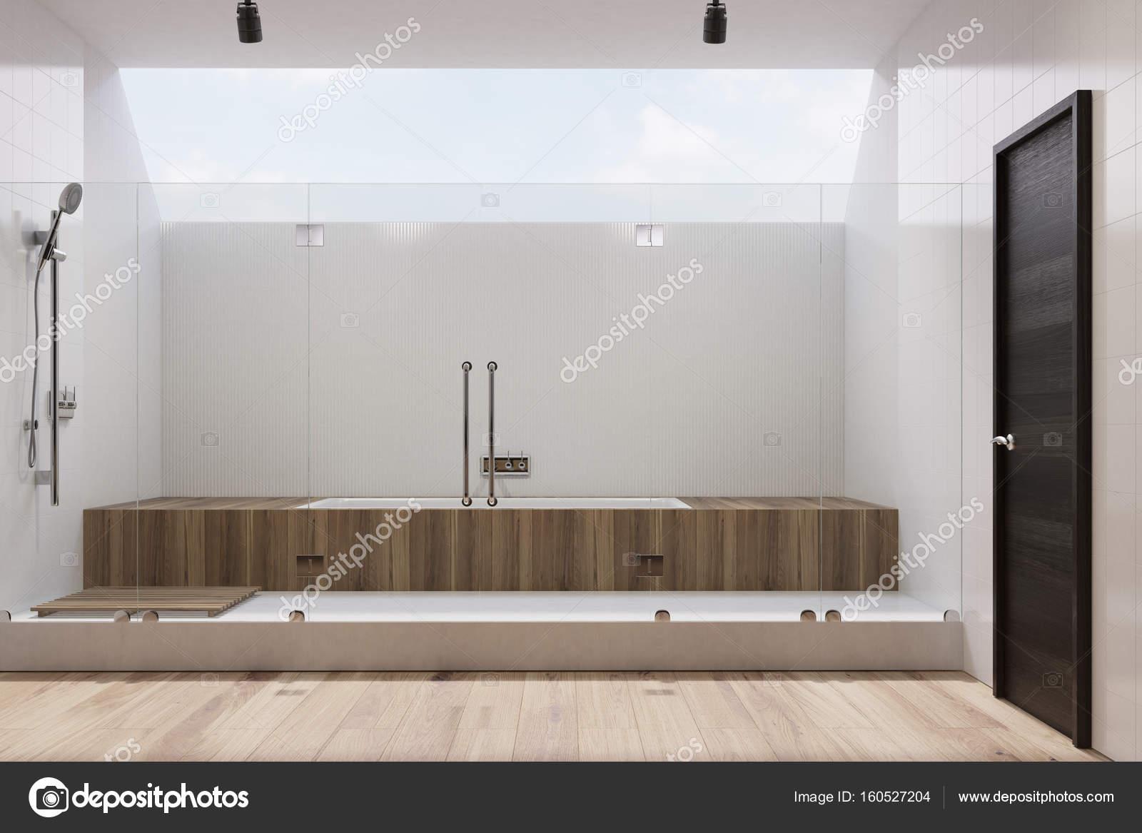 Weiße Badezimmer Interieur, hölzernen Wanne, Dusche ...
