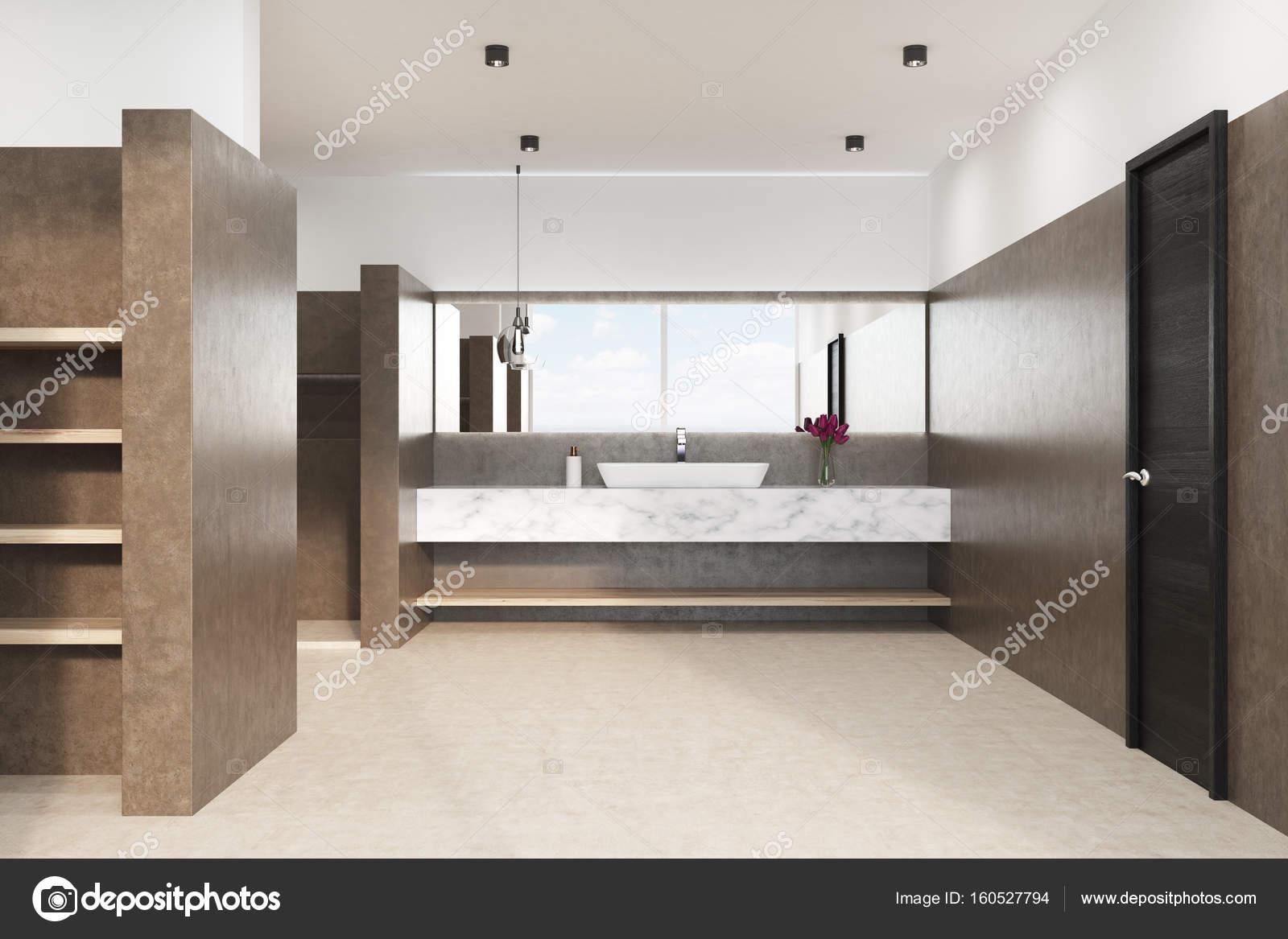 Bagno con lavandino in marmo fronte del brown u foto stock