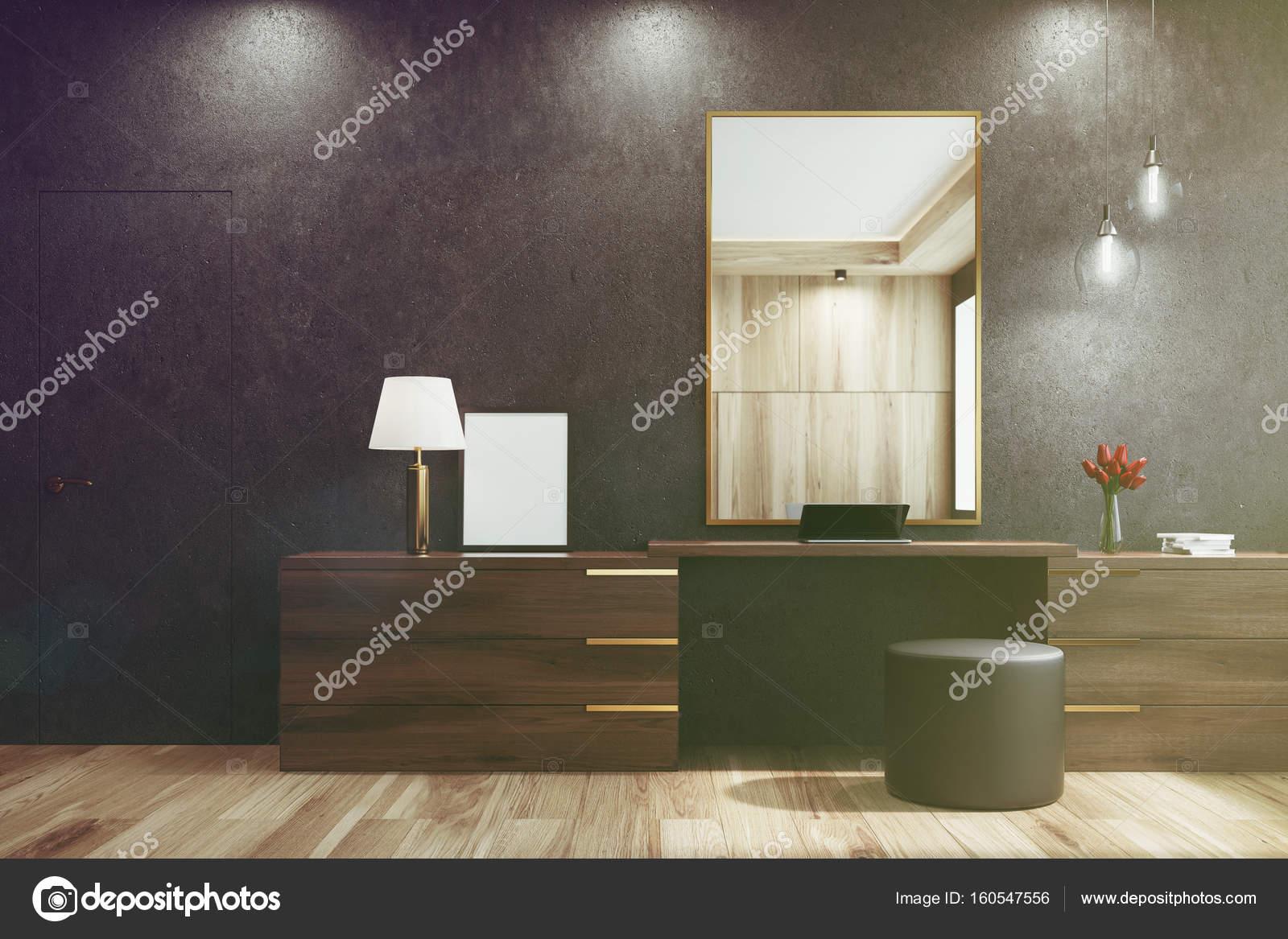 Ronde Zwarte Spiegel : Zwarte woonkamer met een spiegel afgezwakt u2014 stockfoto