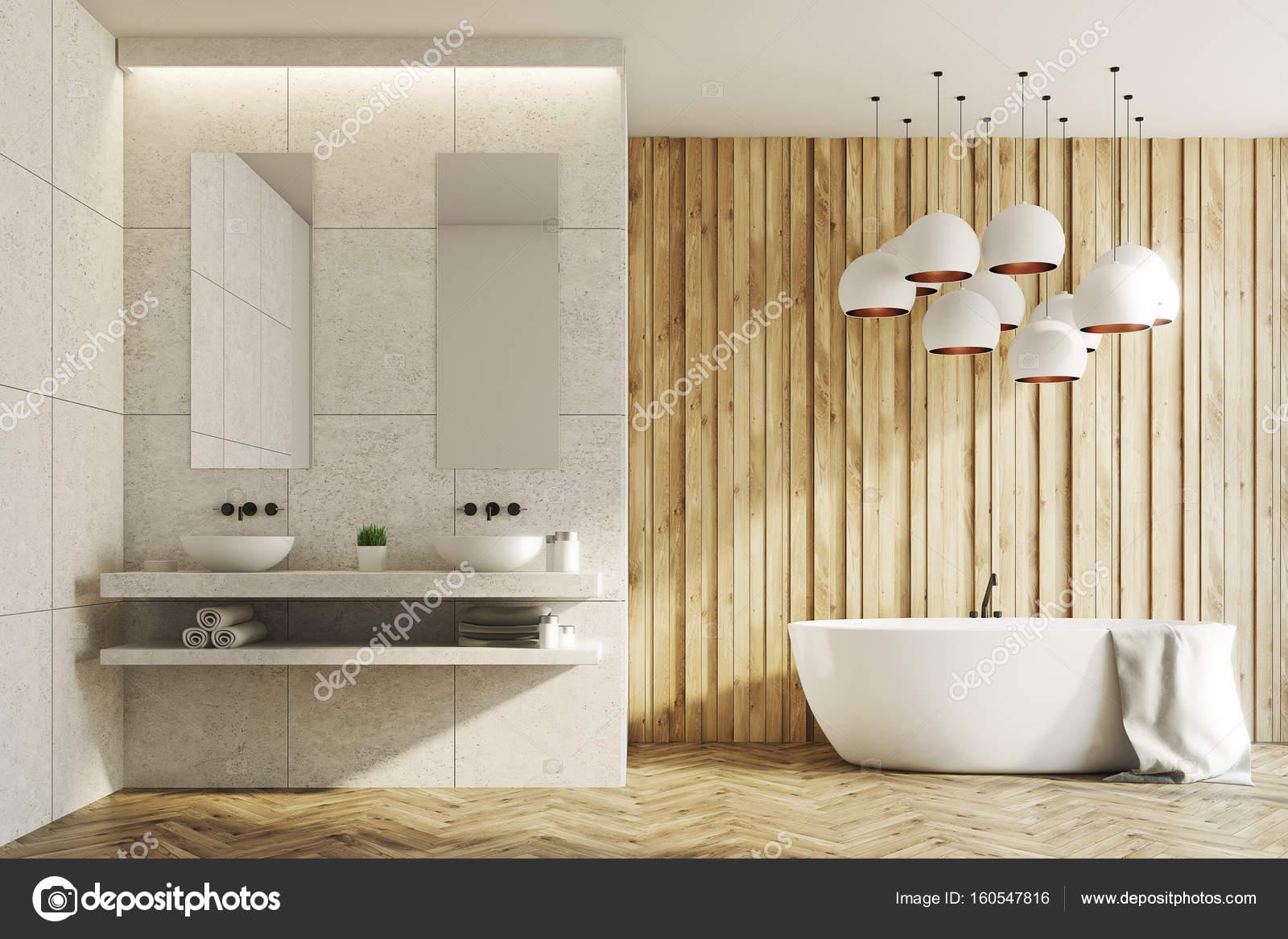 Witte en houten badkamer, wastafels, badkuip — Stockfoto ...