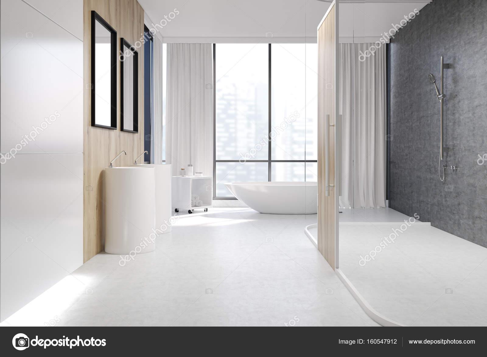 Blanco y madera cuarto de baño, ducha — Foto de stock ...