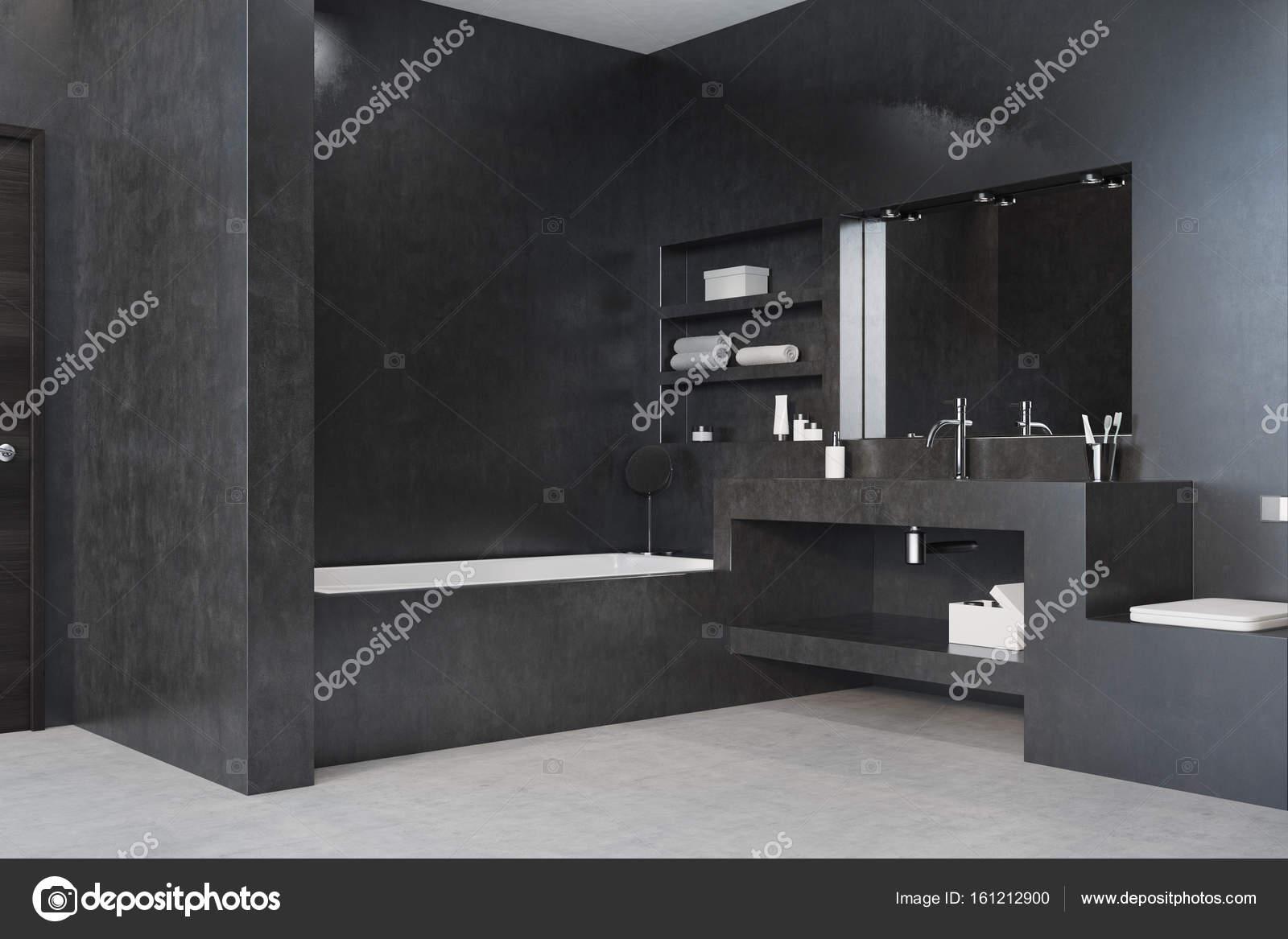 Zwarte badkamer, bad, wastafel en spiegel hoek — Stockfoto ...