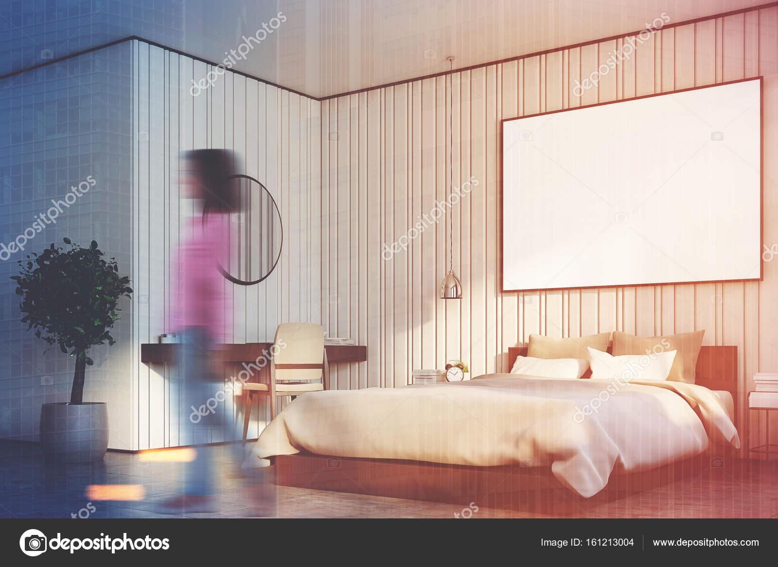 Grote Posters Slaapkamer : Beige slaapkamer met grote poster close up kant meisje u stockfoto