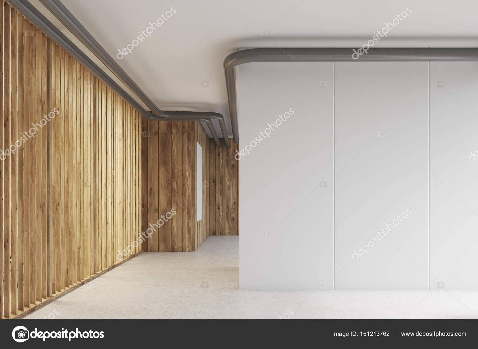 Blanc de mur dans un hall de bureau en bois u photographie