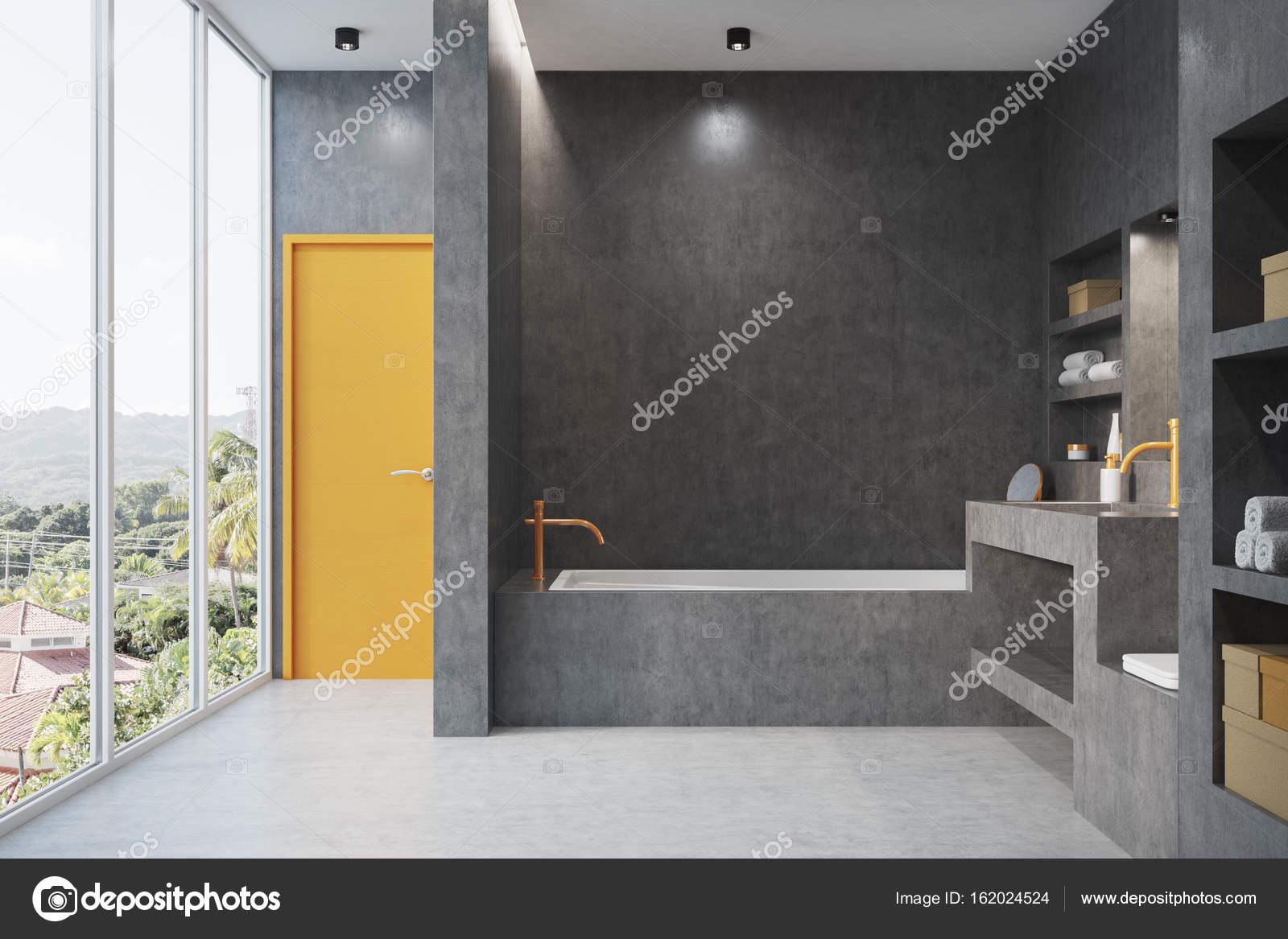 Salle de bain gris avec une fenêtre — Photographie denisismagilov ...