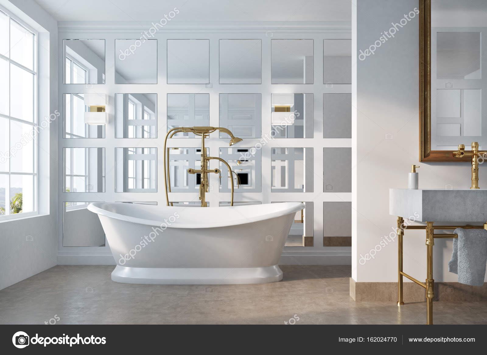 Vintage Badkamer Spiegel : Vintage badkamer witte tub spiegel u2014 stockfoto © denisismagilov