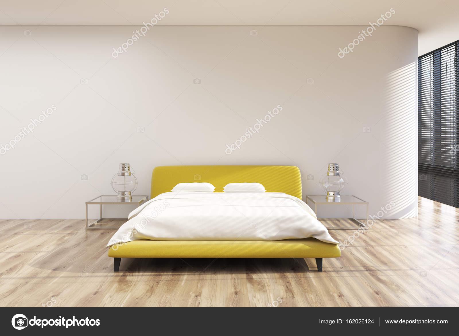 Loft slaapkamer interieur, tinten, geel bed — Stockfoto ...