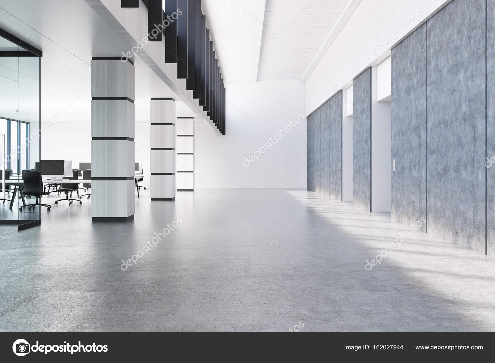 Colonnes de béton loft bureau blanc u2014 photographie denisismagilov