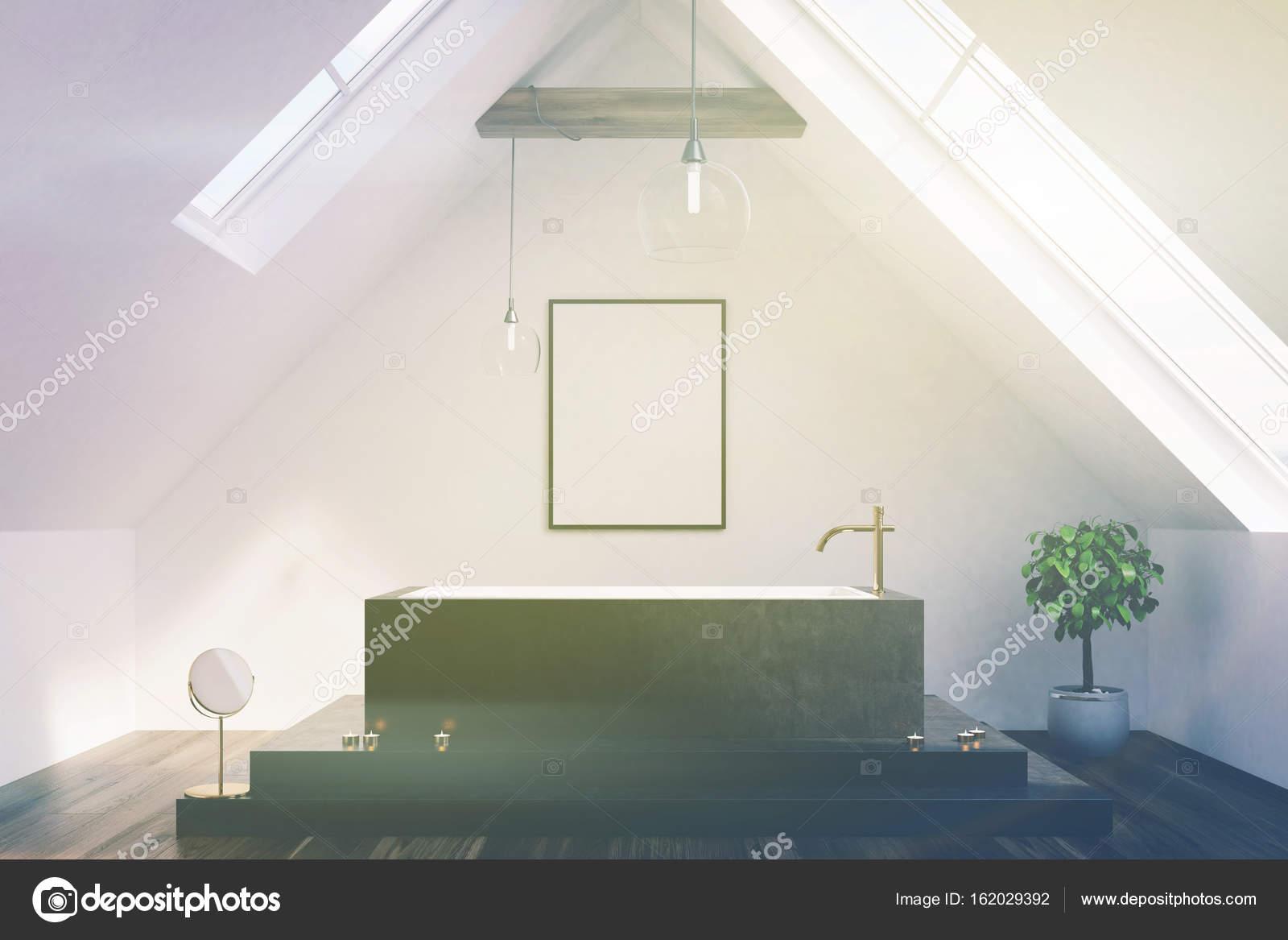 Dachgeschoss Badezimmer, schwarze Wanne, Plakat, getönten ...