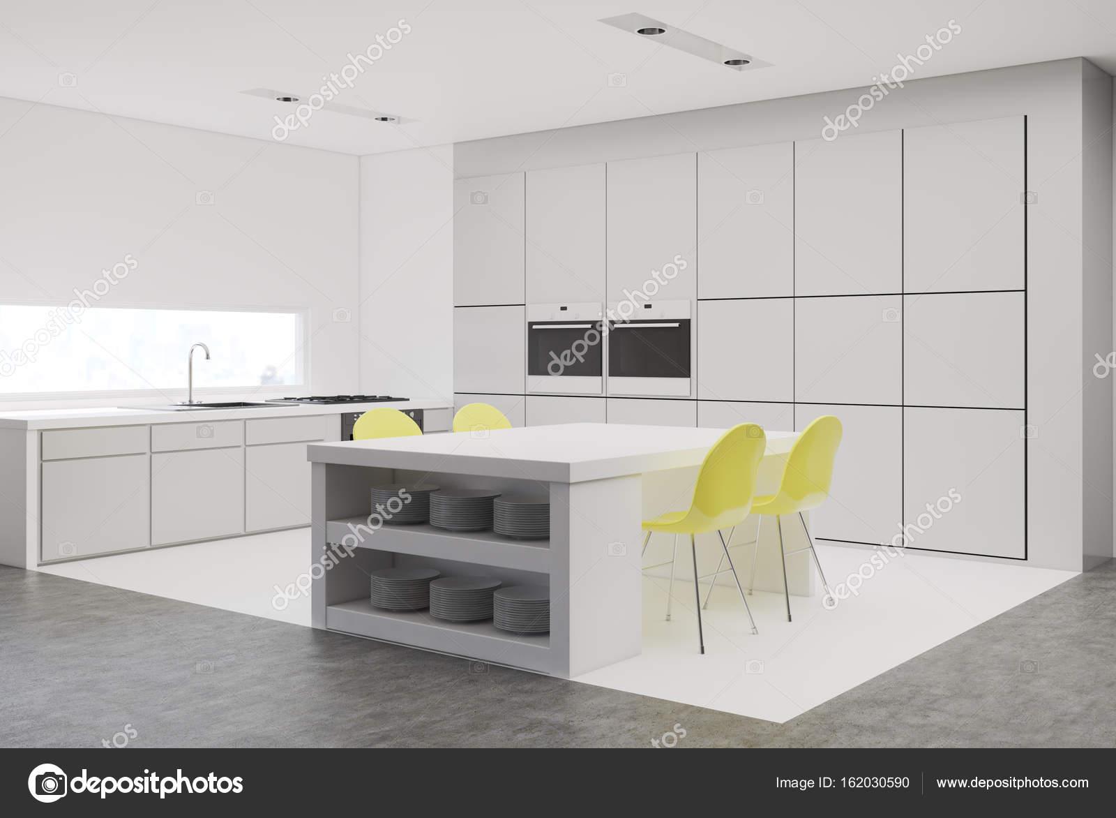 Cucina con vista laterale sedie gialle — Foto Stock © denisismagilov ...