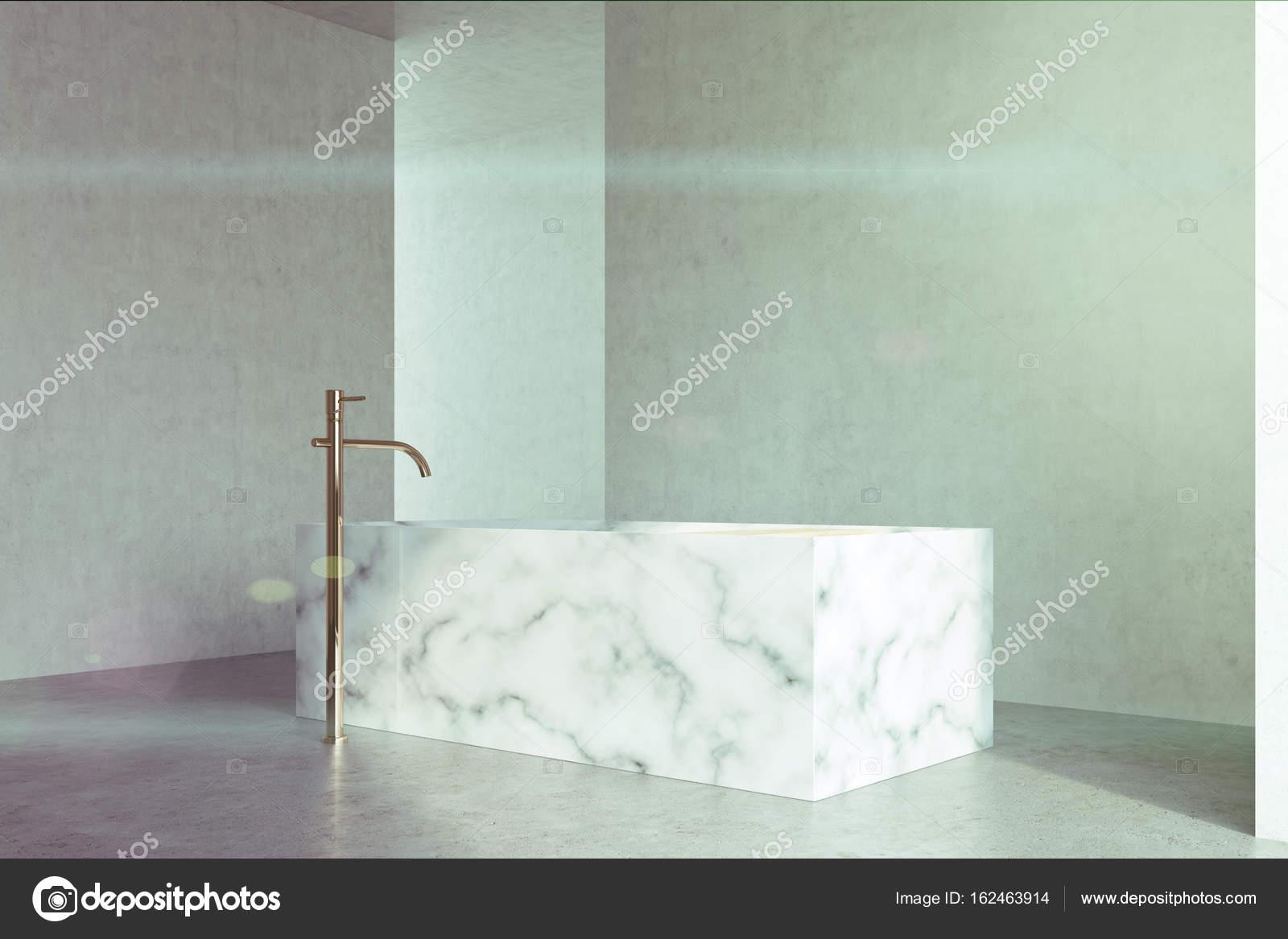 Concrete badkamer, marmeren bad beton toned — Stockfoto ...