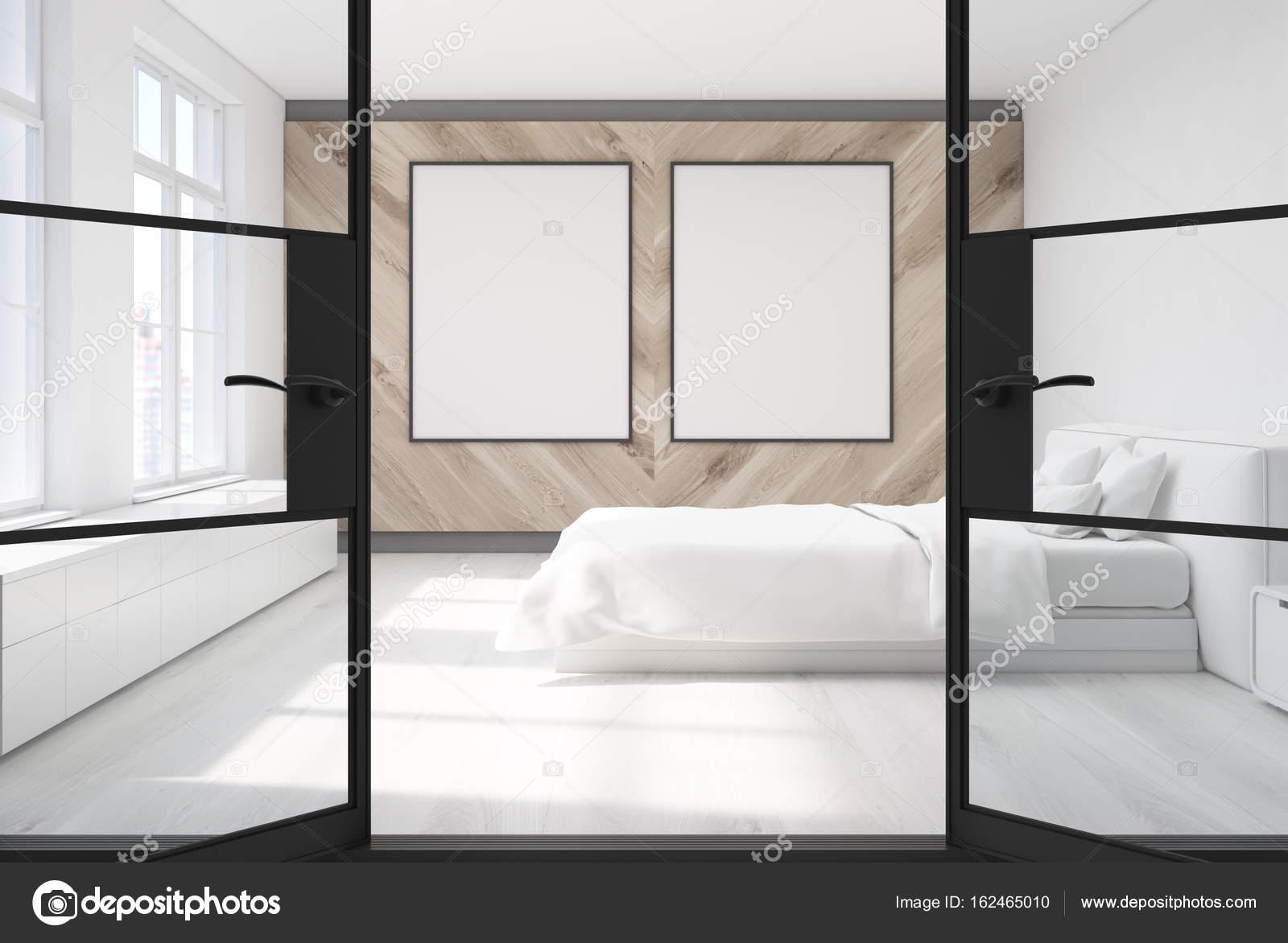 Houten slaapkamer, twee posters, deur — Stockfoto © denisismagilov ...