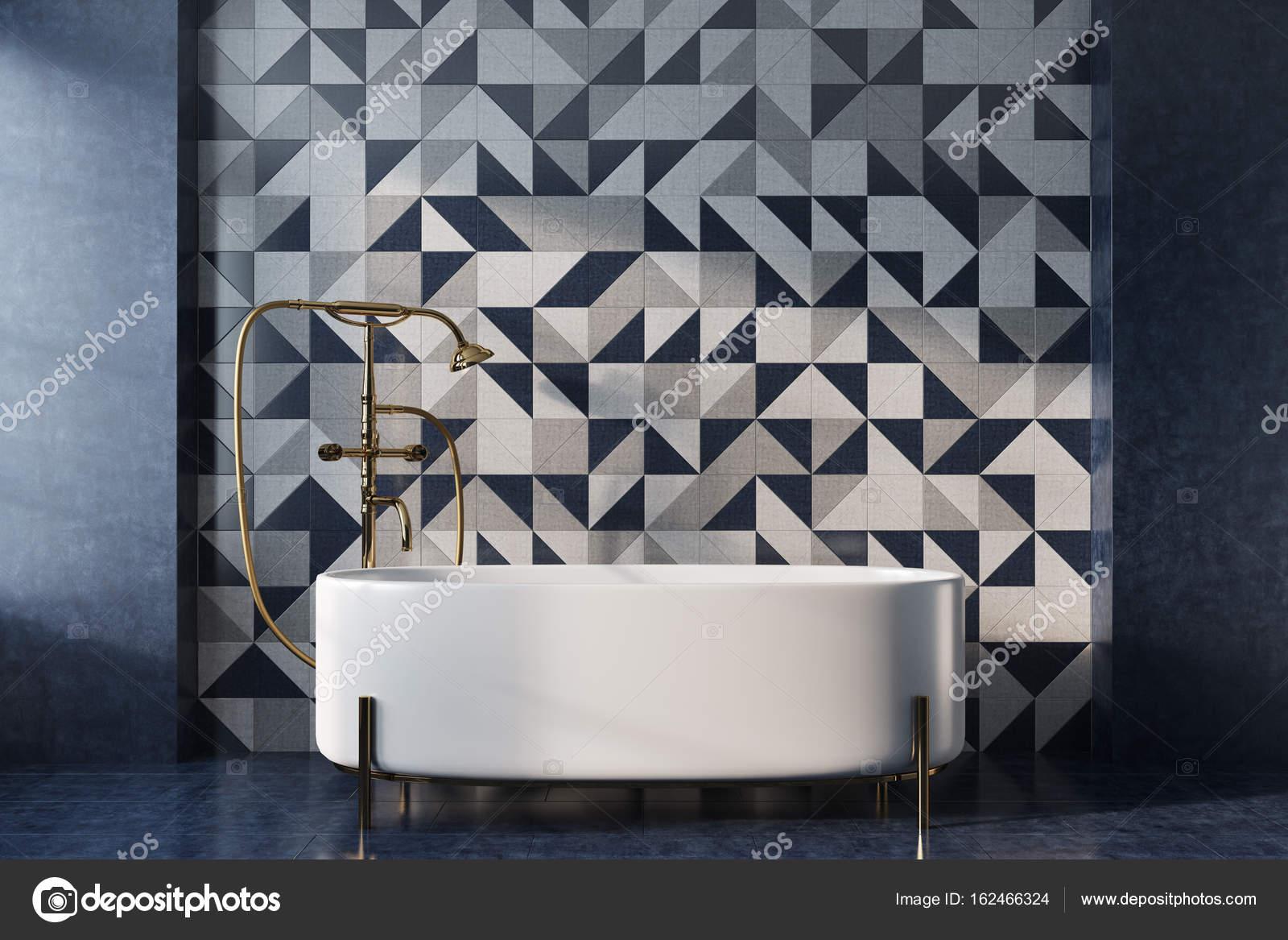 Vasca da bagno mosaico bianco u foto stock denisismagilov