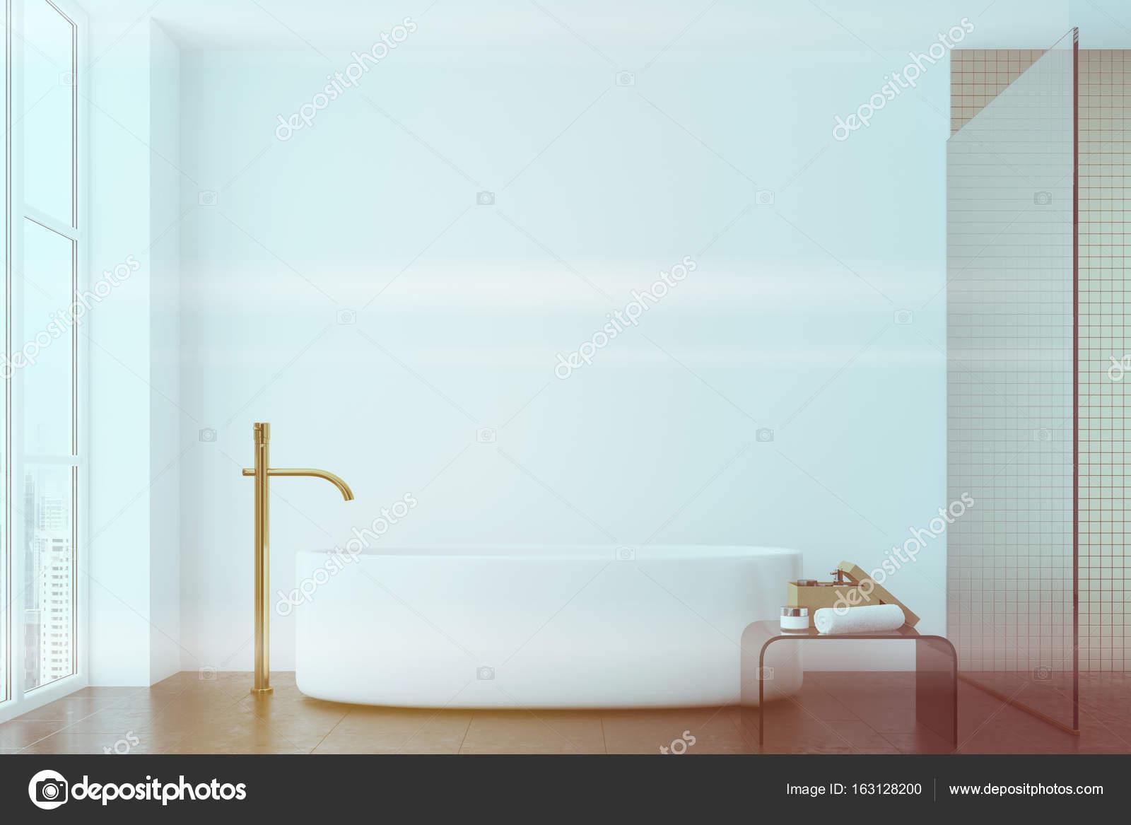 Witte Badkamer Wandtegels : Witte badkamer tegels en ronde tub venster toned u stockfoto