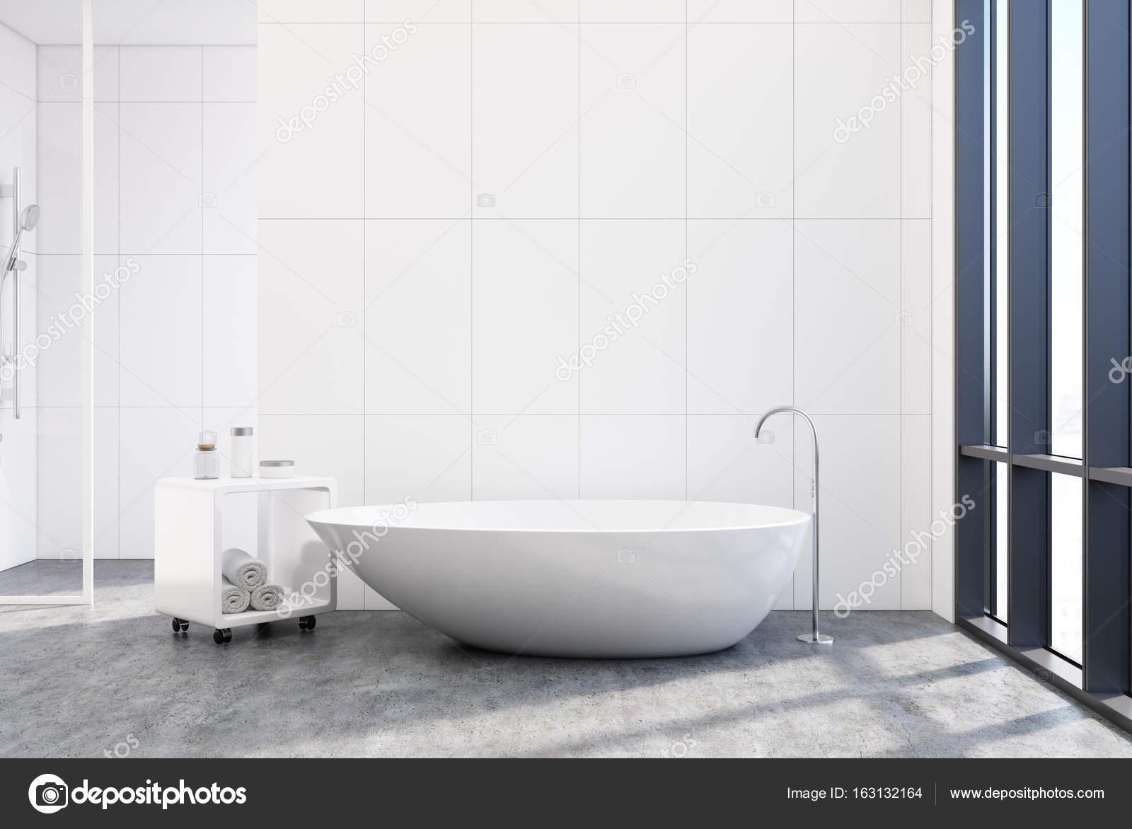 Bagno rivestito di piastrelle vasca unica poster foto stock denisismagilov 163132164 - Stock piastrelle bagno ...