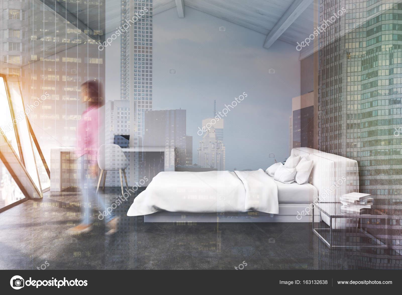 Wit slaapkamer in een zolder, beton, meisje — Stockfoto ...