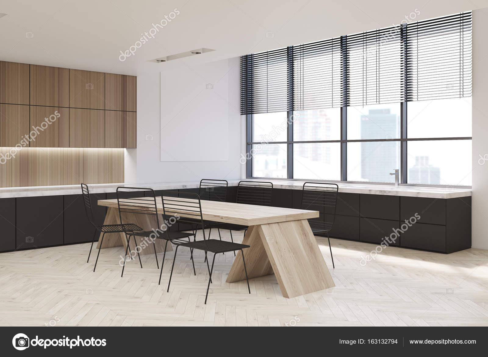 Hölzerne Interieur, dunkle Küchenarbeitsplatten — Stockfoto ...