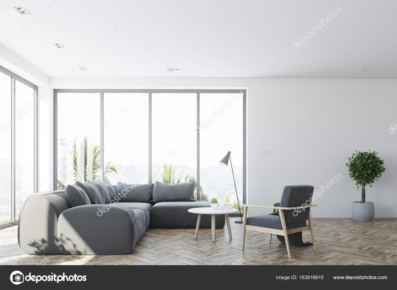 Wit woonkamer interieur met een grijze bank, voorste — Stockfoto ...