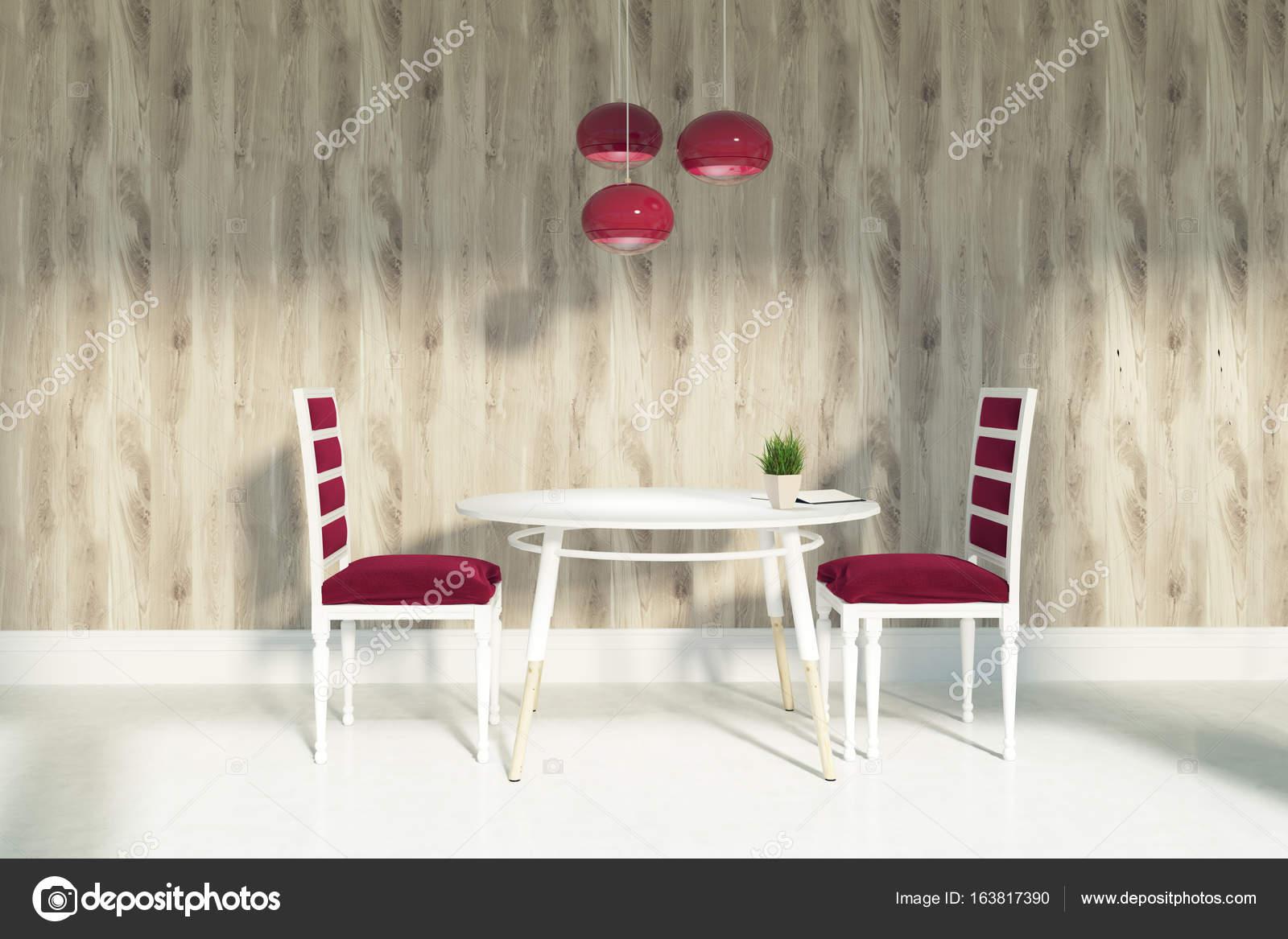Salle A Manger Avec Des Chaises Rouges Et Des Murs En Bois