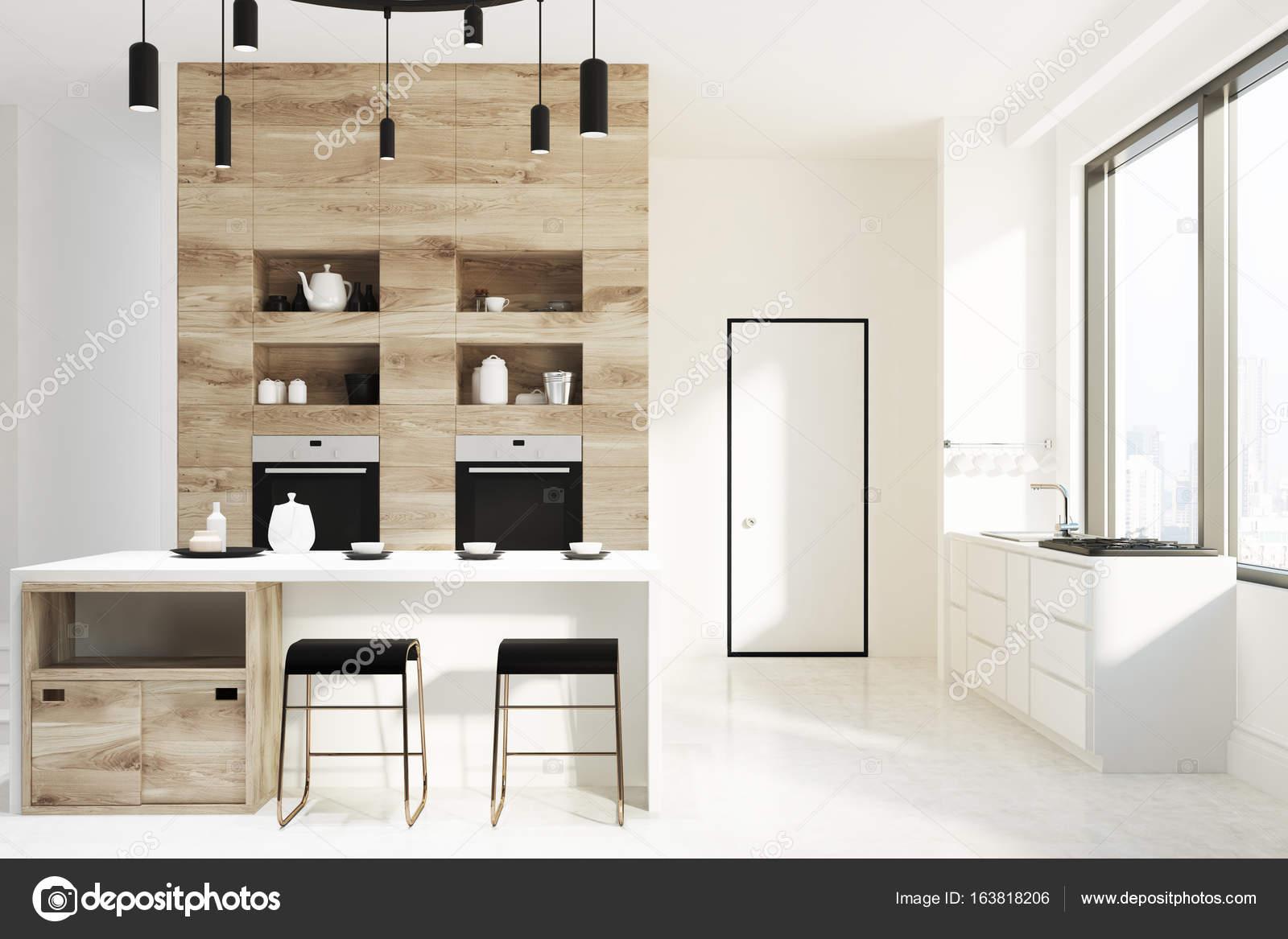Bar cucina bianca e in legno porta u foto stock denisismagilov