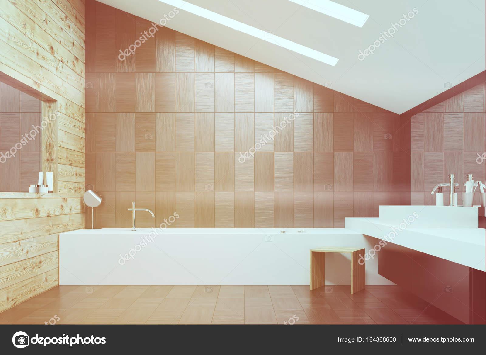 Grijze tegels en houten badkamer toned u stockfoto