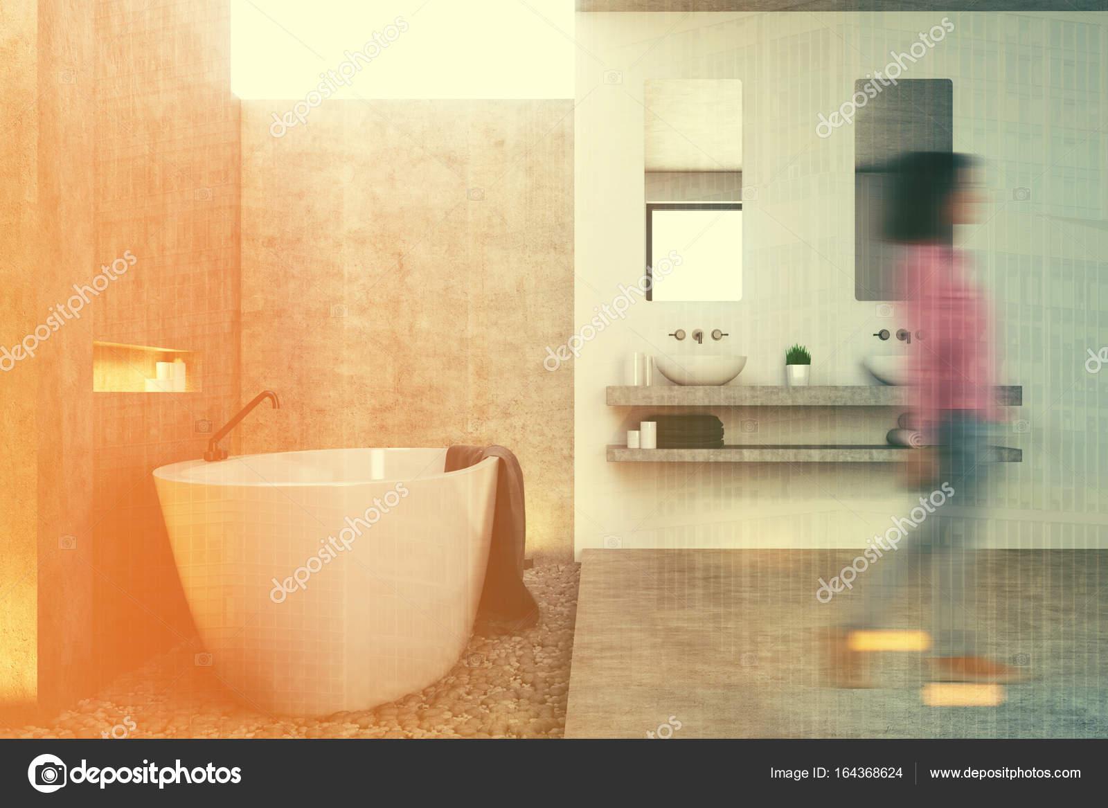 Lame Pvc Salle De Bain Avis ~ int rieur de la salle de bain gris c t jeune fille photographie