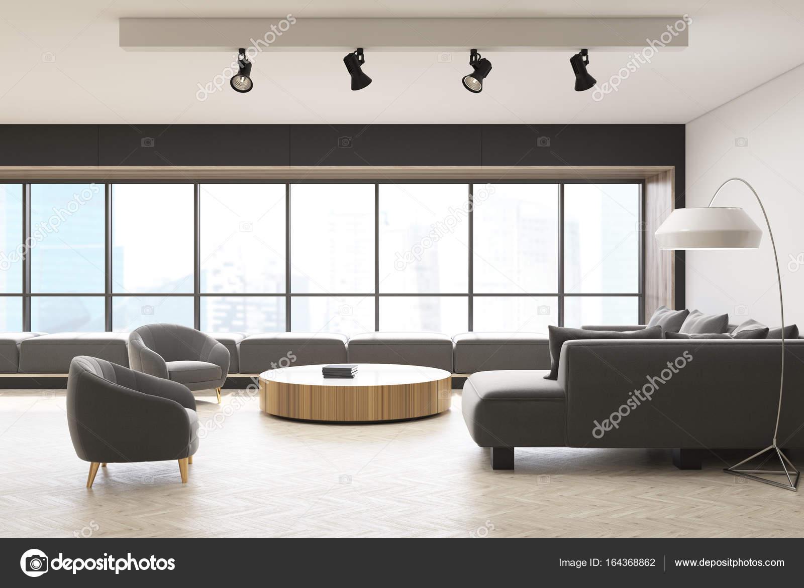 Poltrone di interni, soggiorno finestra panoramica — Foto Stock ...