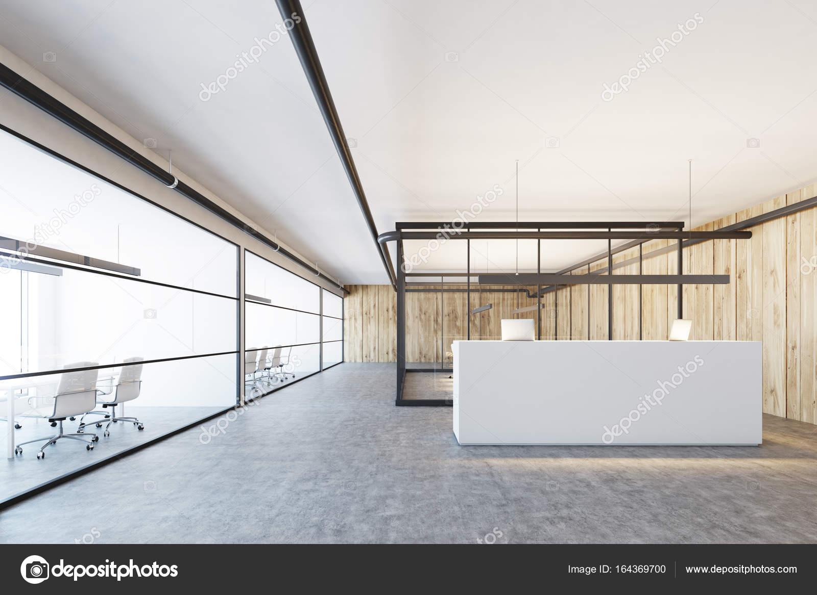 Holz- und Glas-Büro, eine weiße Rezeption — Stockfoto ...