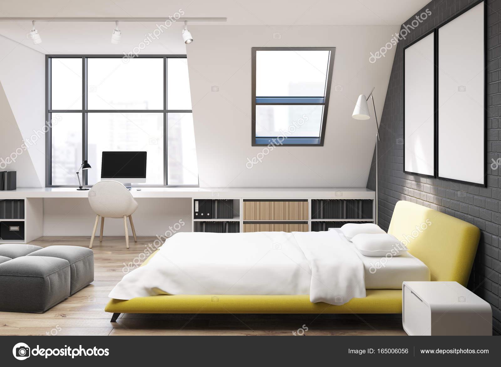Côté jaune bureau chambre à coucher et à la maison mur de briques