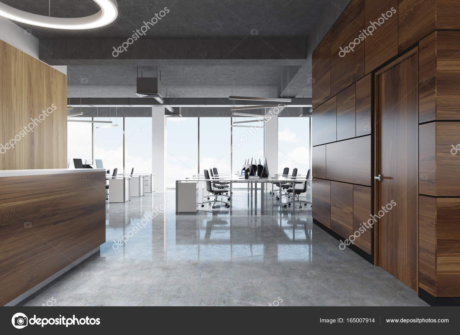 Sombre bois réception au bureau de l espace ouvert côté