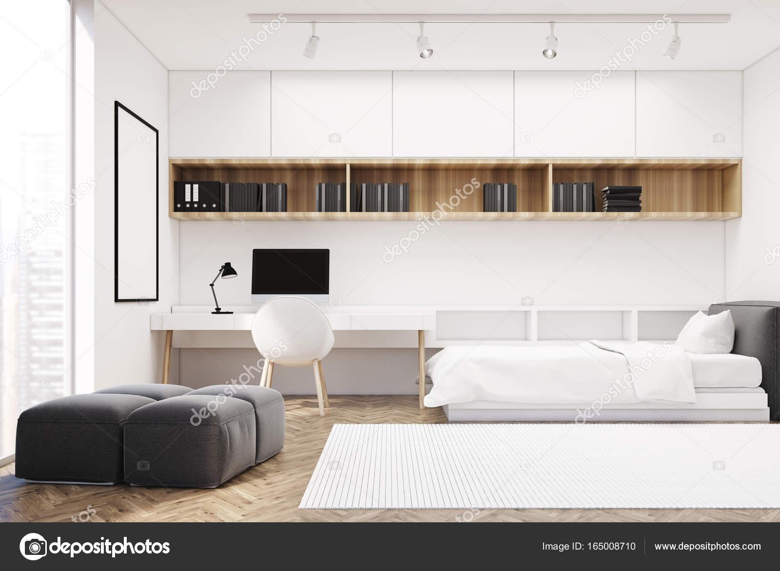 Witte muur slaapkamer en kantoor aan huis, één zijde — Stockfoto ...
