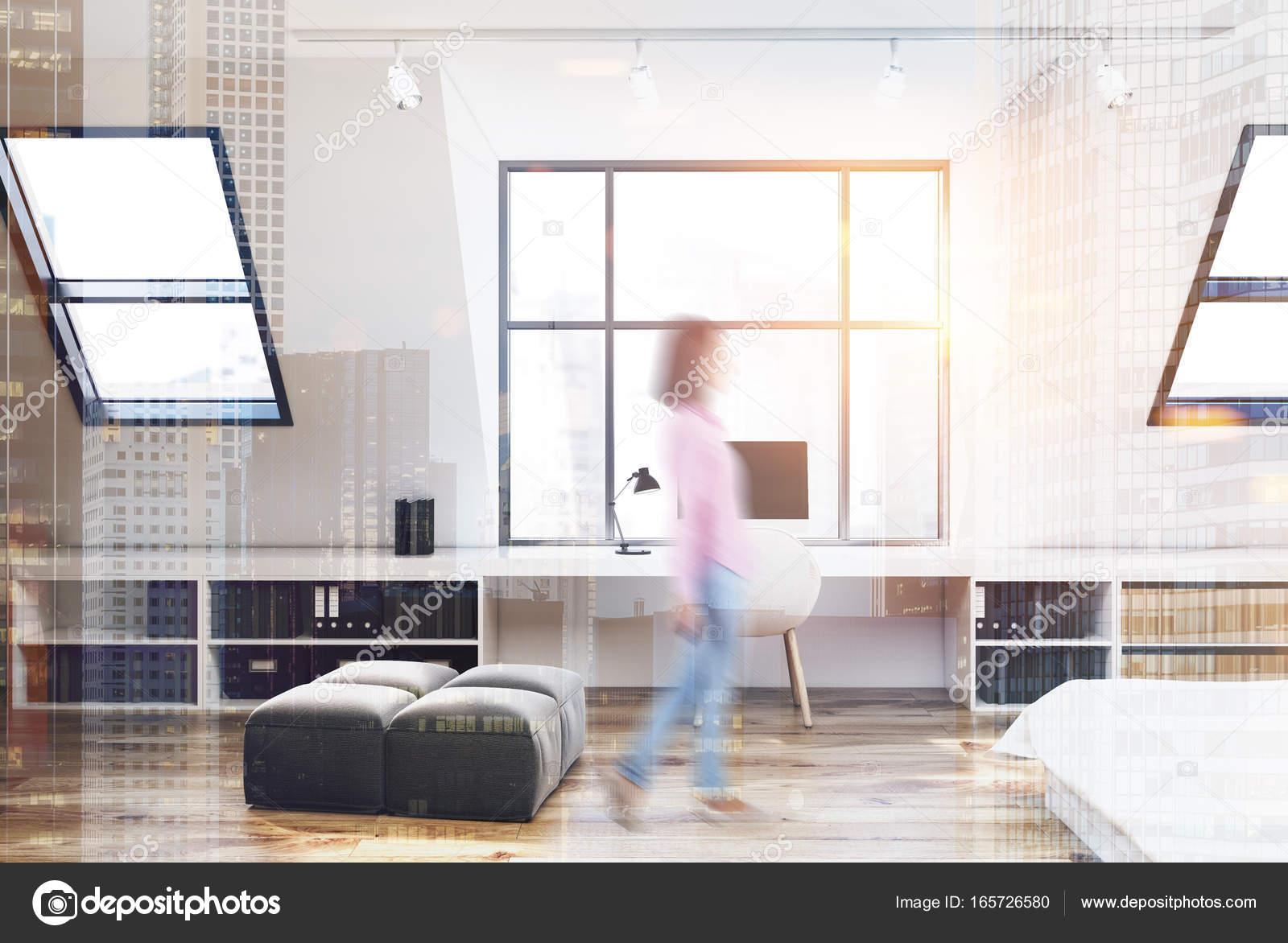 Bureau Chambre Femme : Chambre mansardée et bureau à domicile femme u photographie