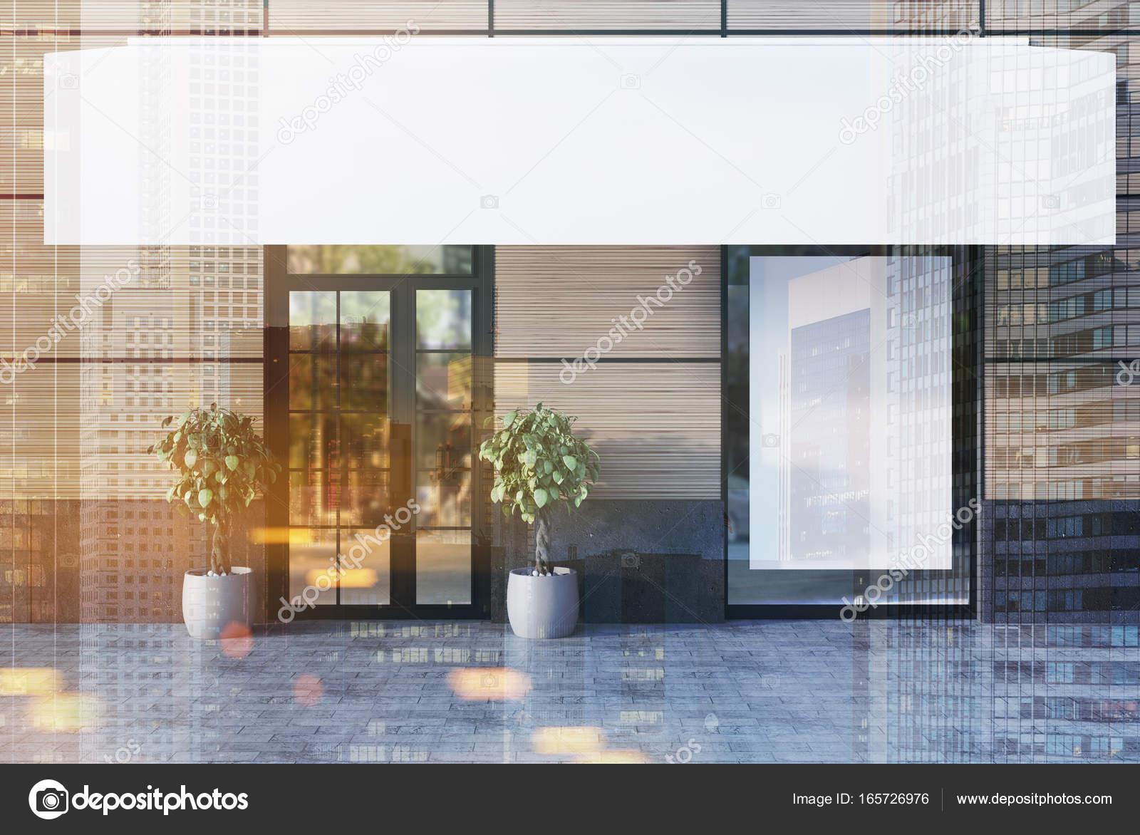 Beige Café außen mit einem weißen Poster, Doppel — Stockfoto ...